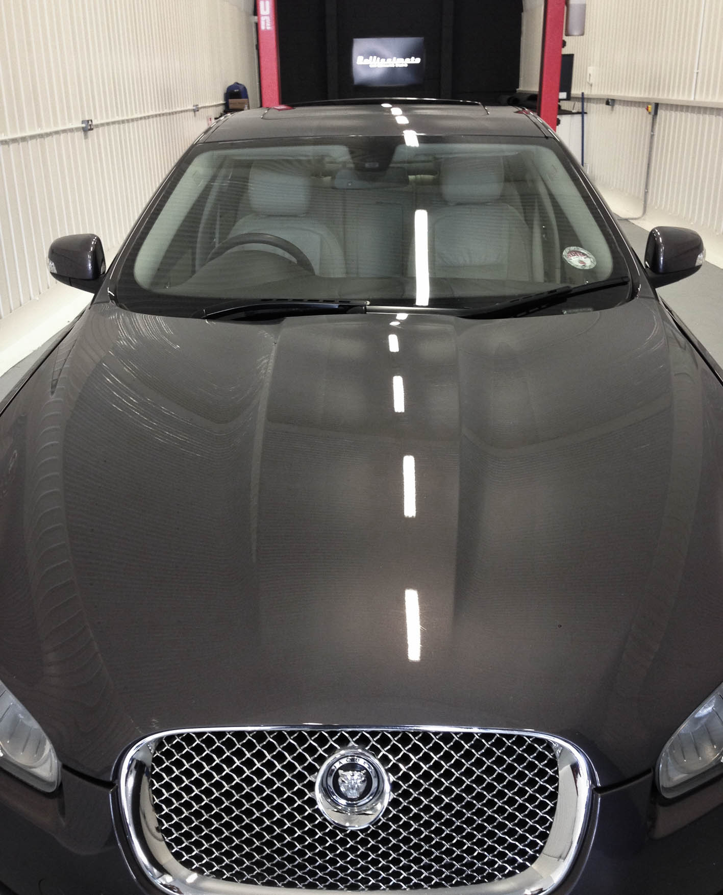 Jaguar XF – Bonnet
