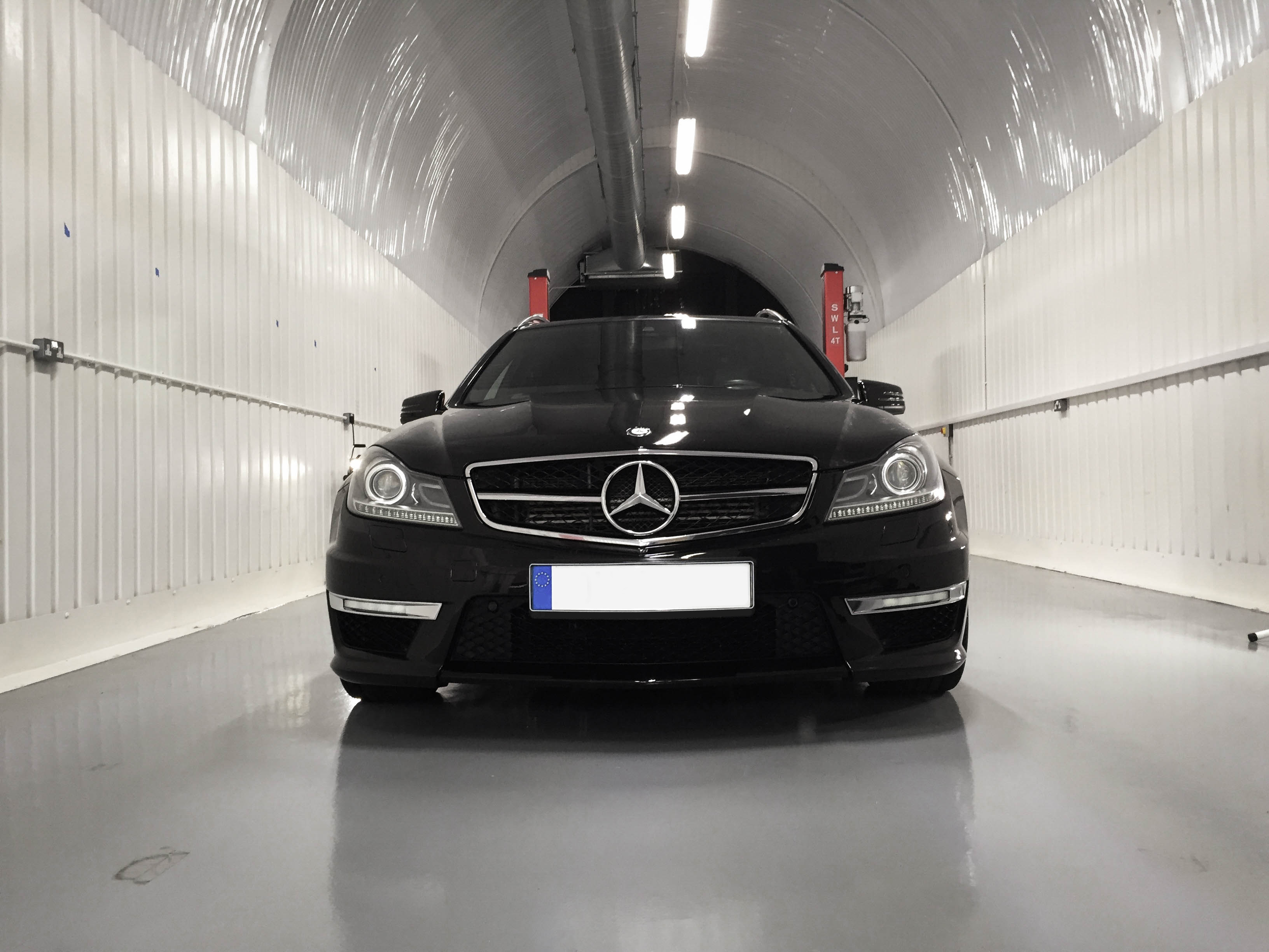 Mercedes C63 Touring –  Head on