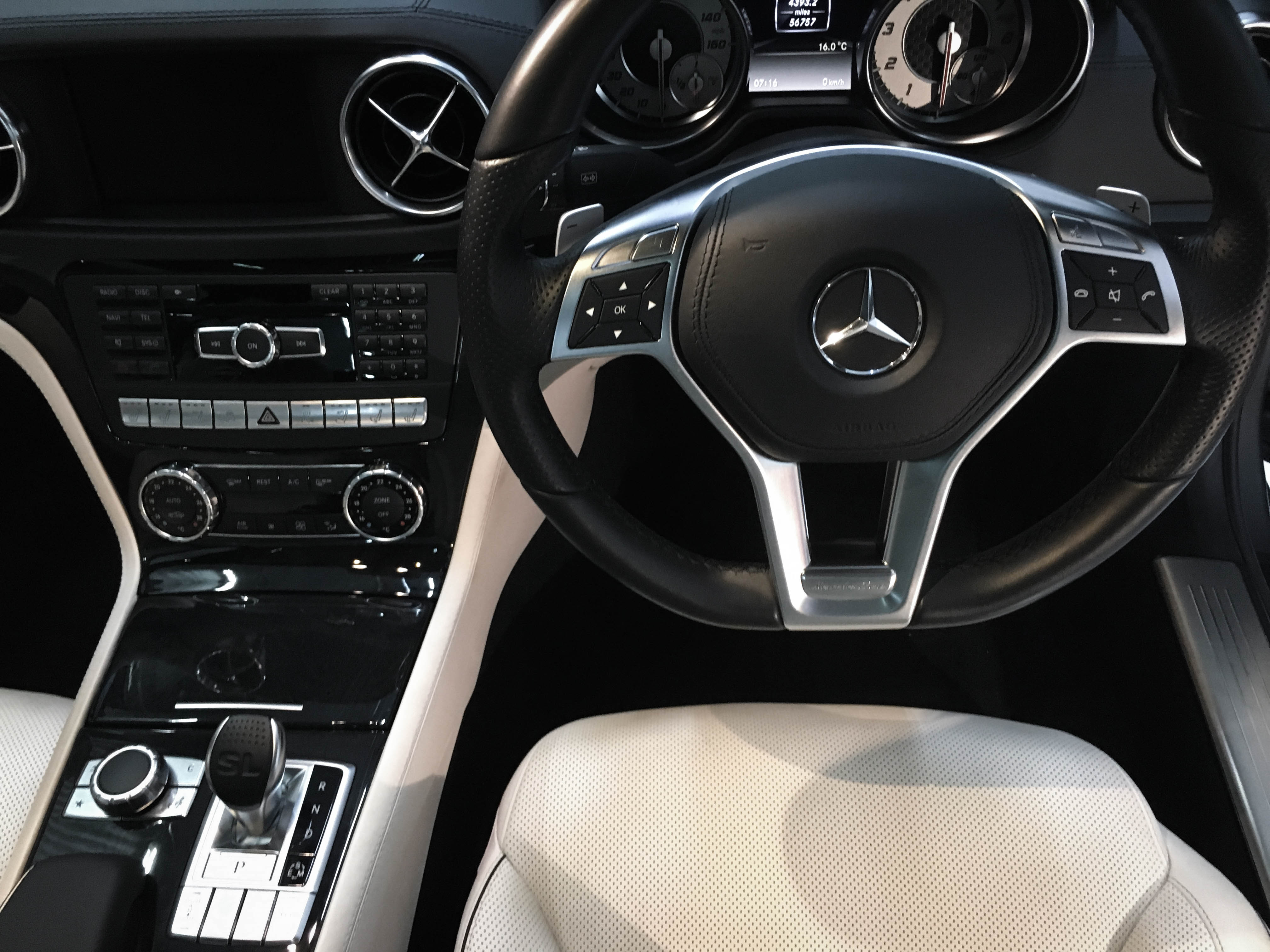 Mercedes SL350 – Interior