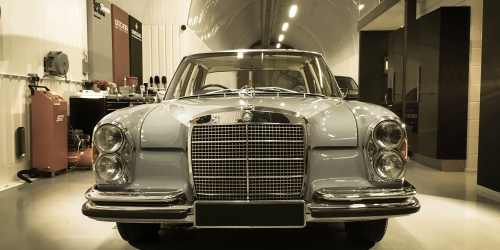 Mercedes 280se Head On