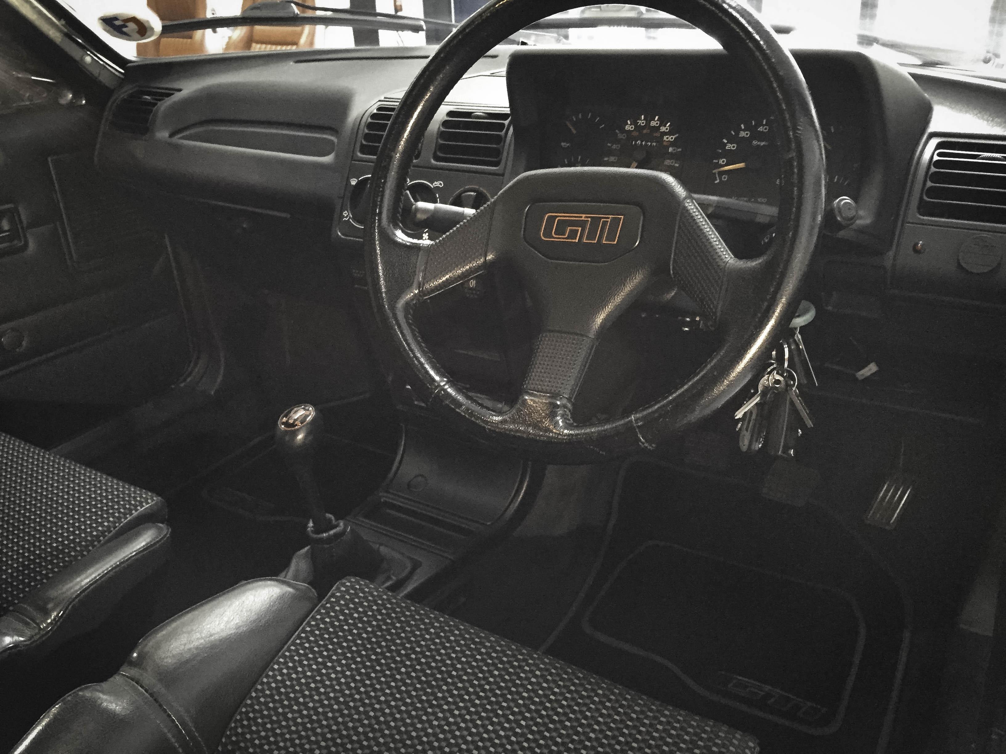 Peugot 1.9 GTi – Interior