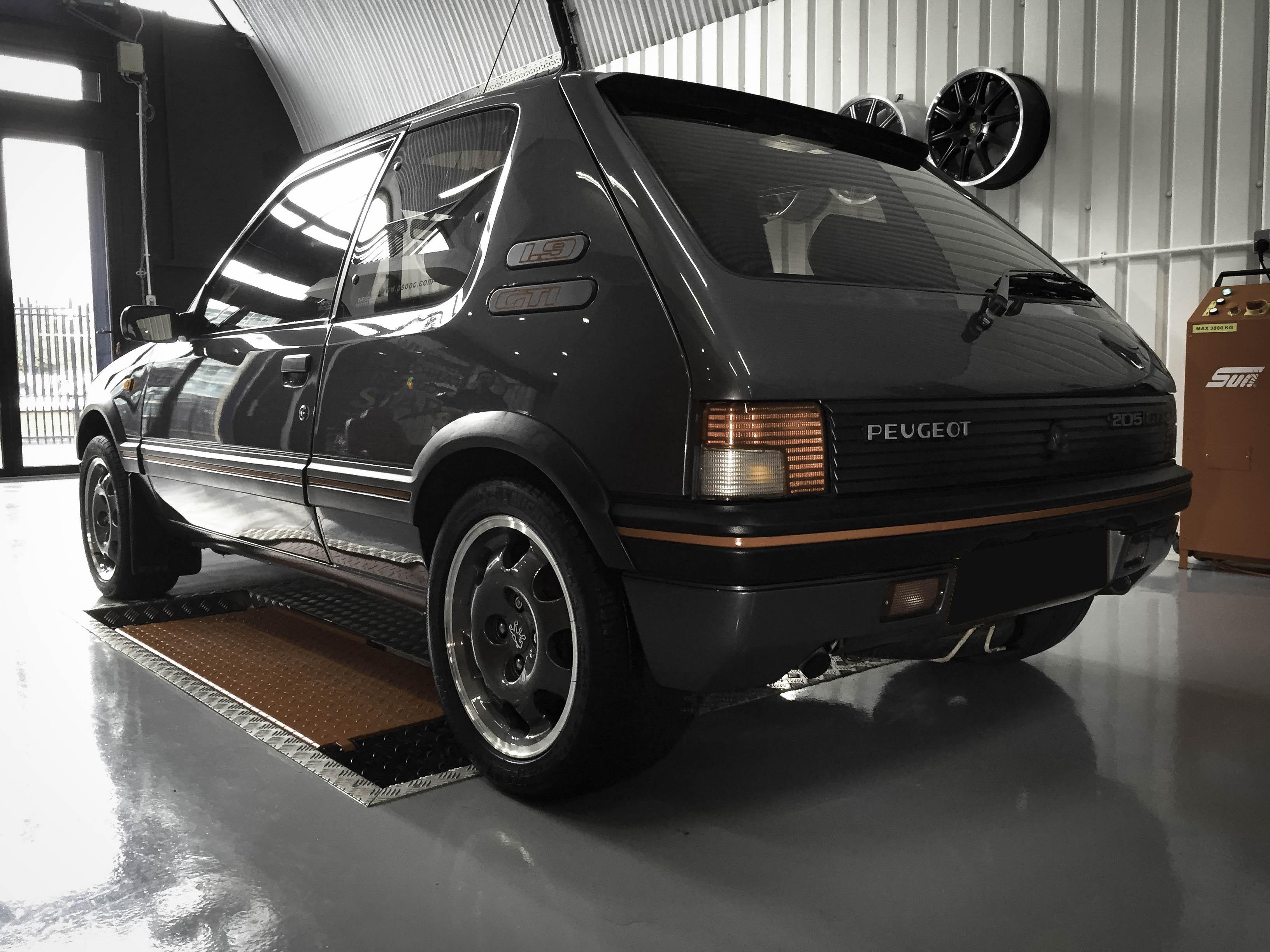 Peugot 1.9 GTi – rear