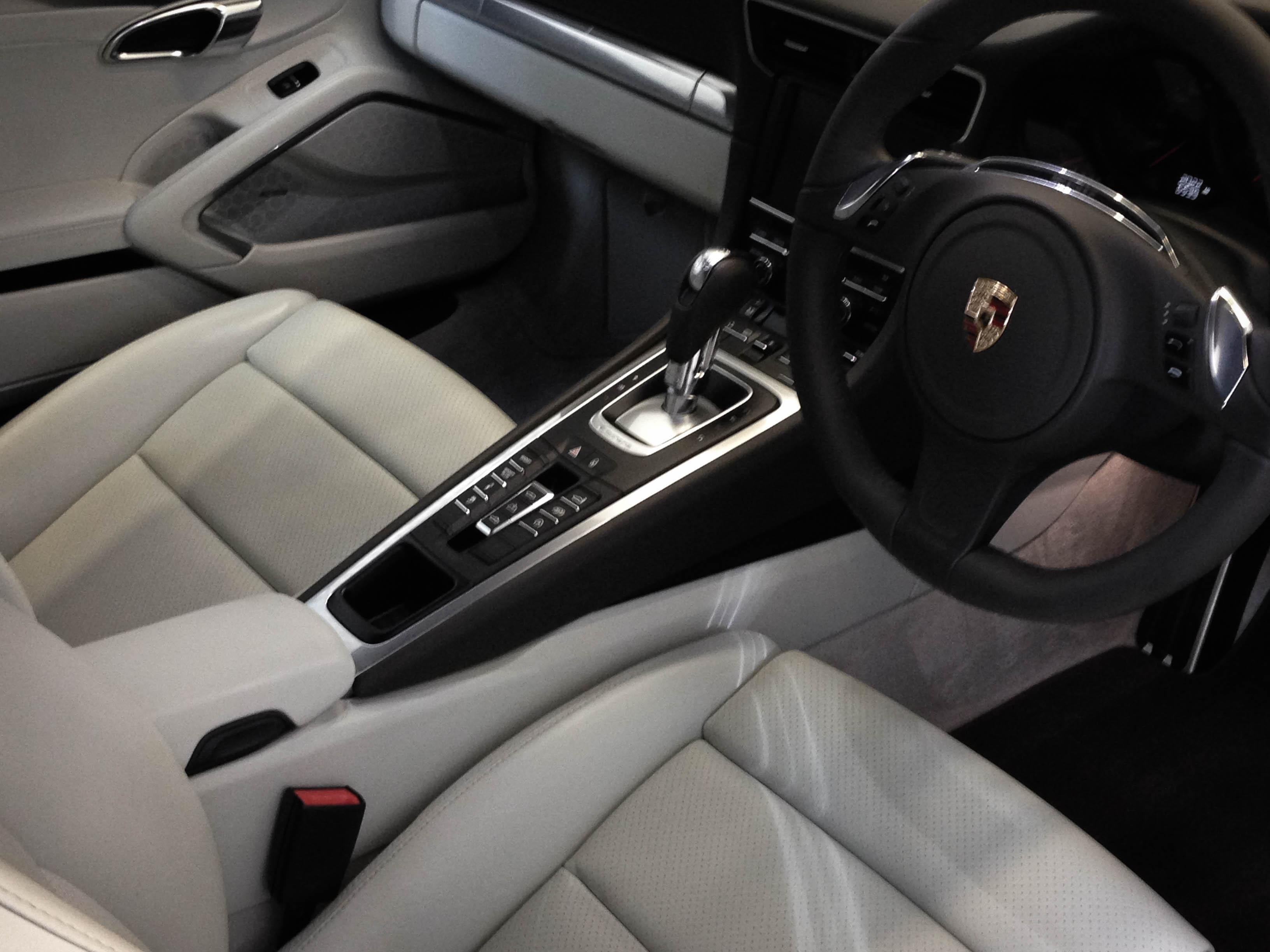 Porsche 911 4S – Interior