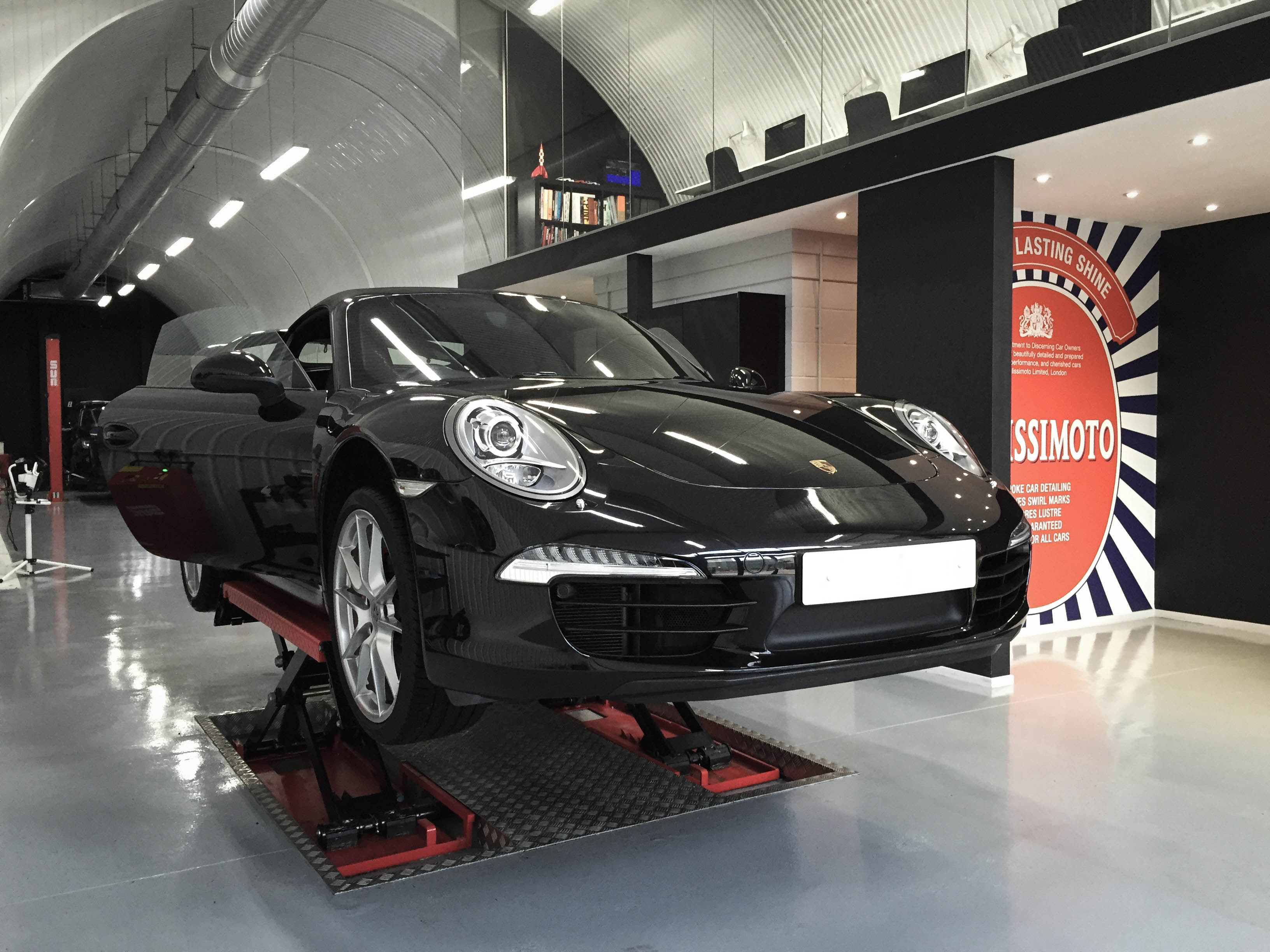 Porsche 911 Carrera – On lift