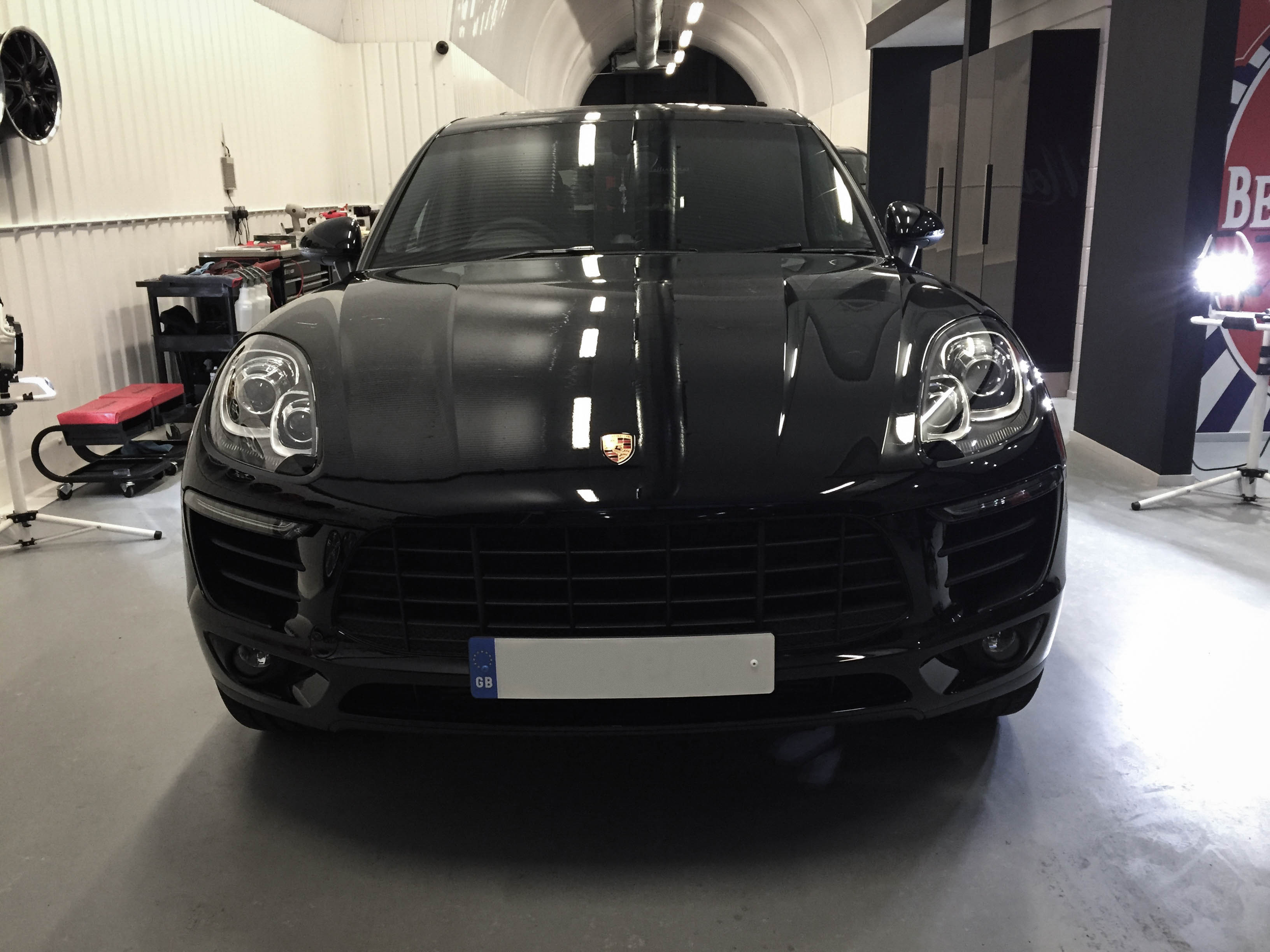 Porsche Macan – Head on