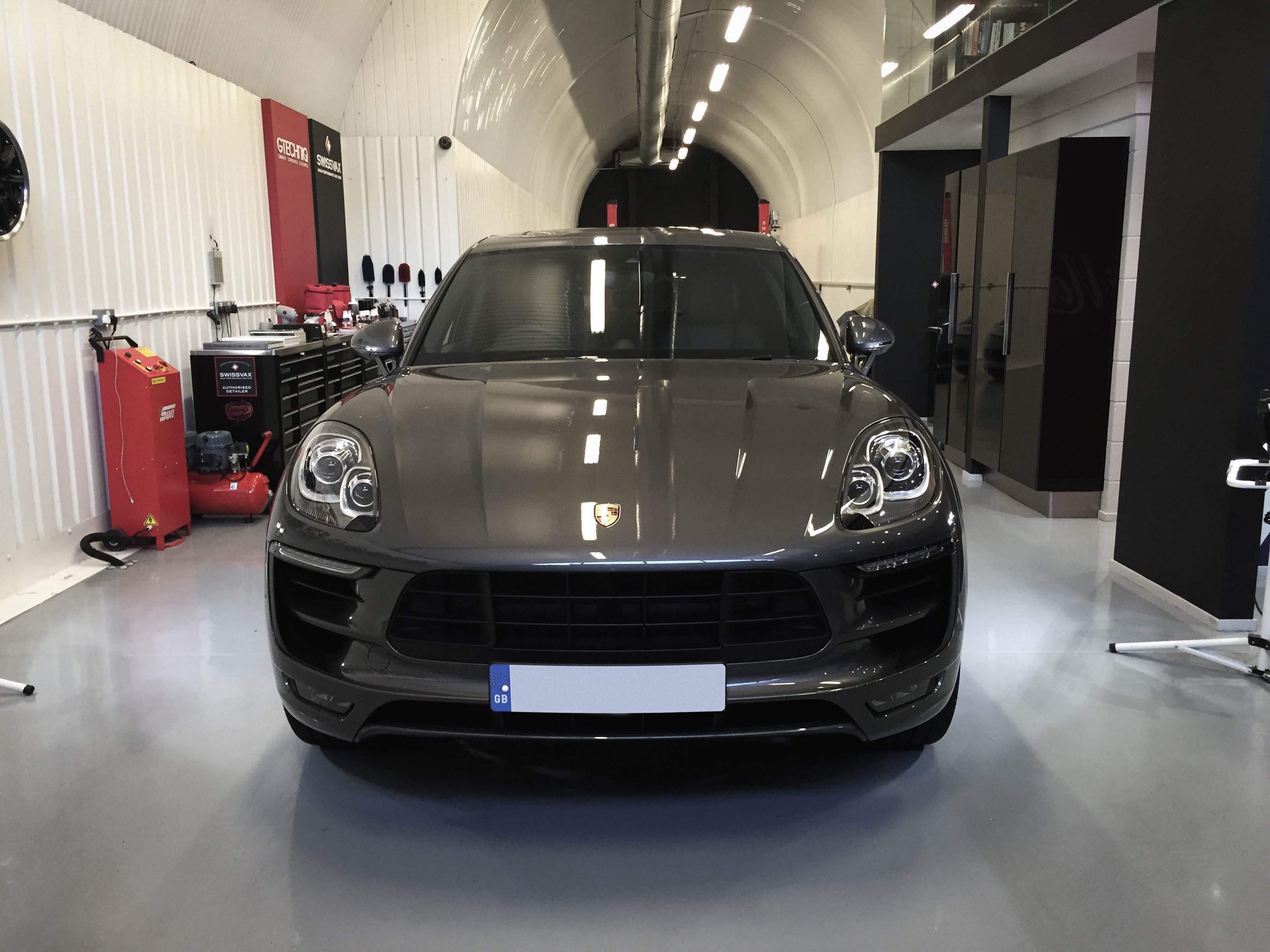 Porsche Macan GTS – Head on