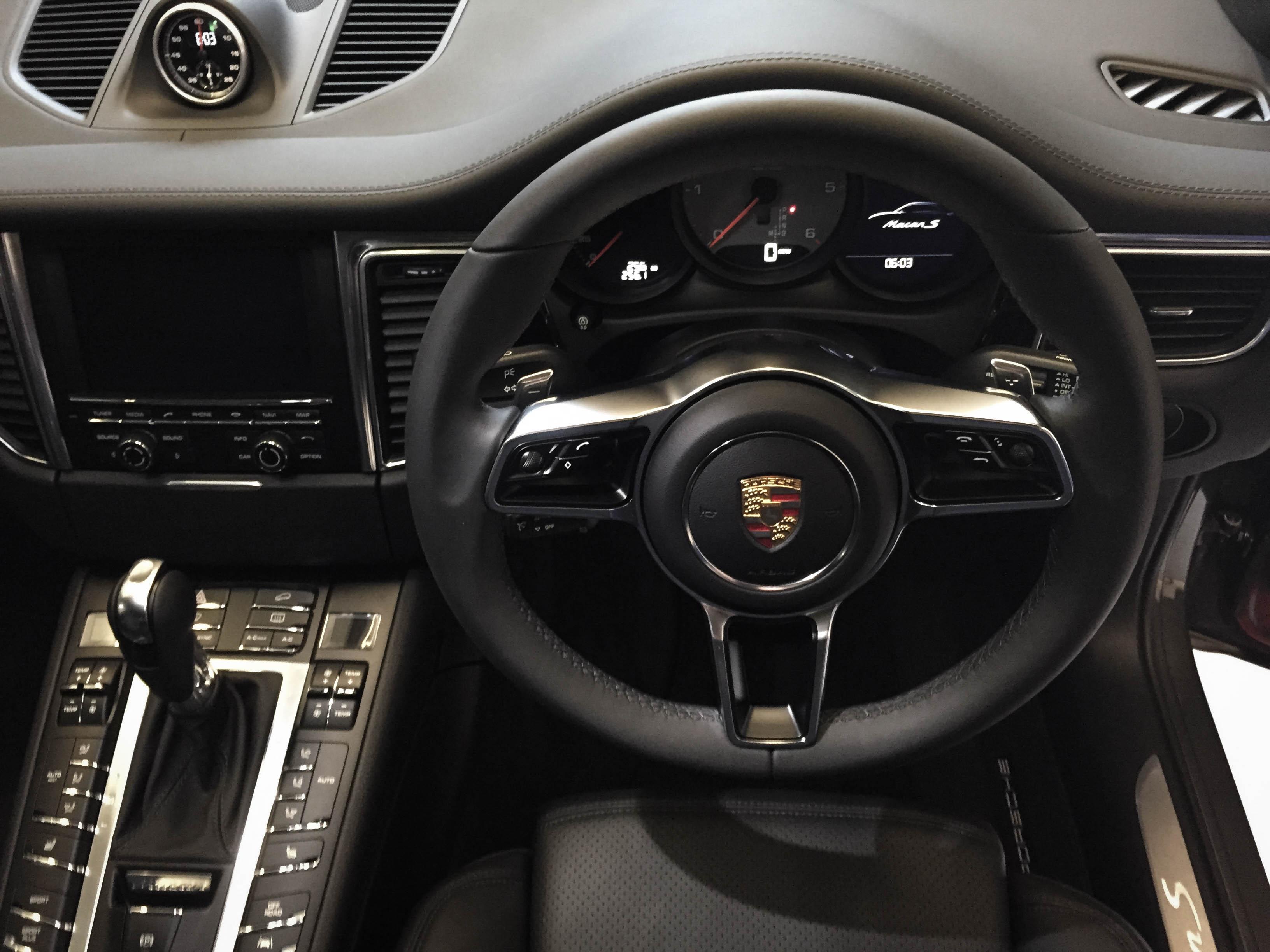 Porsche Macan GTS – Steering wheel