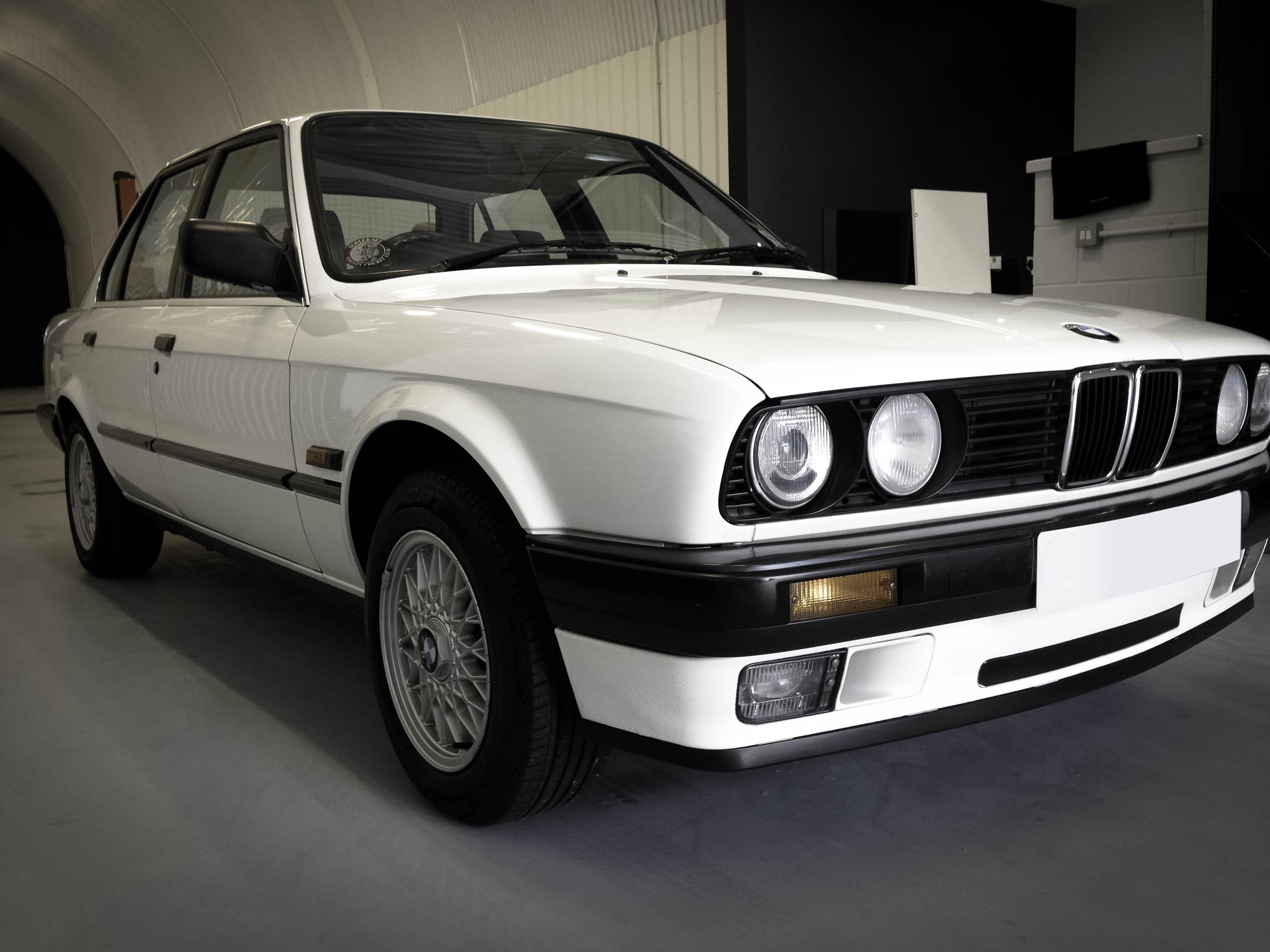 BMW-320i-front