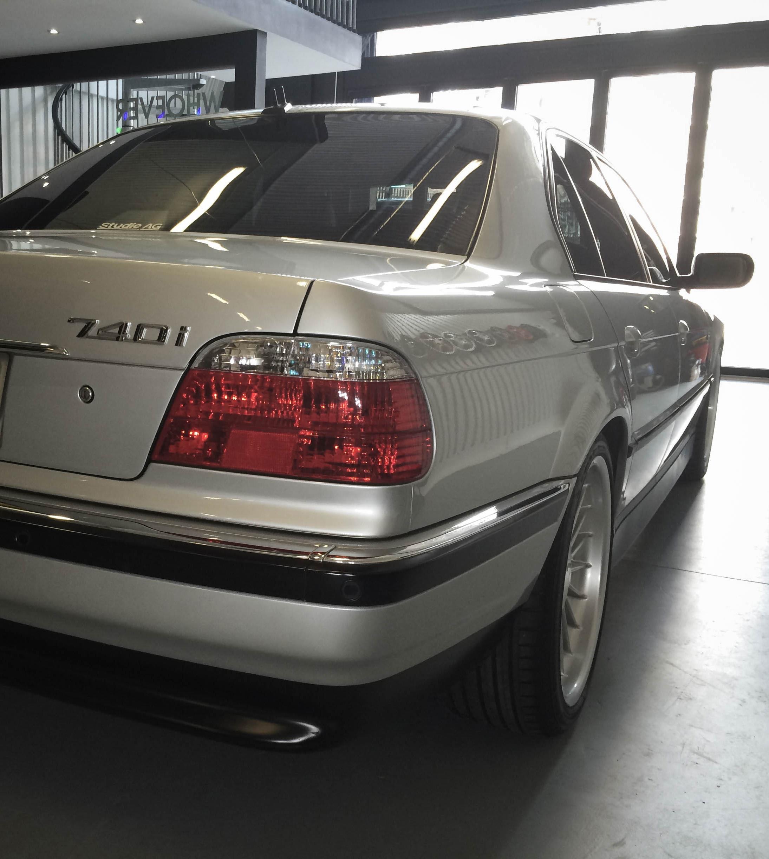 BMW 740i – Rear