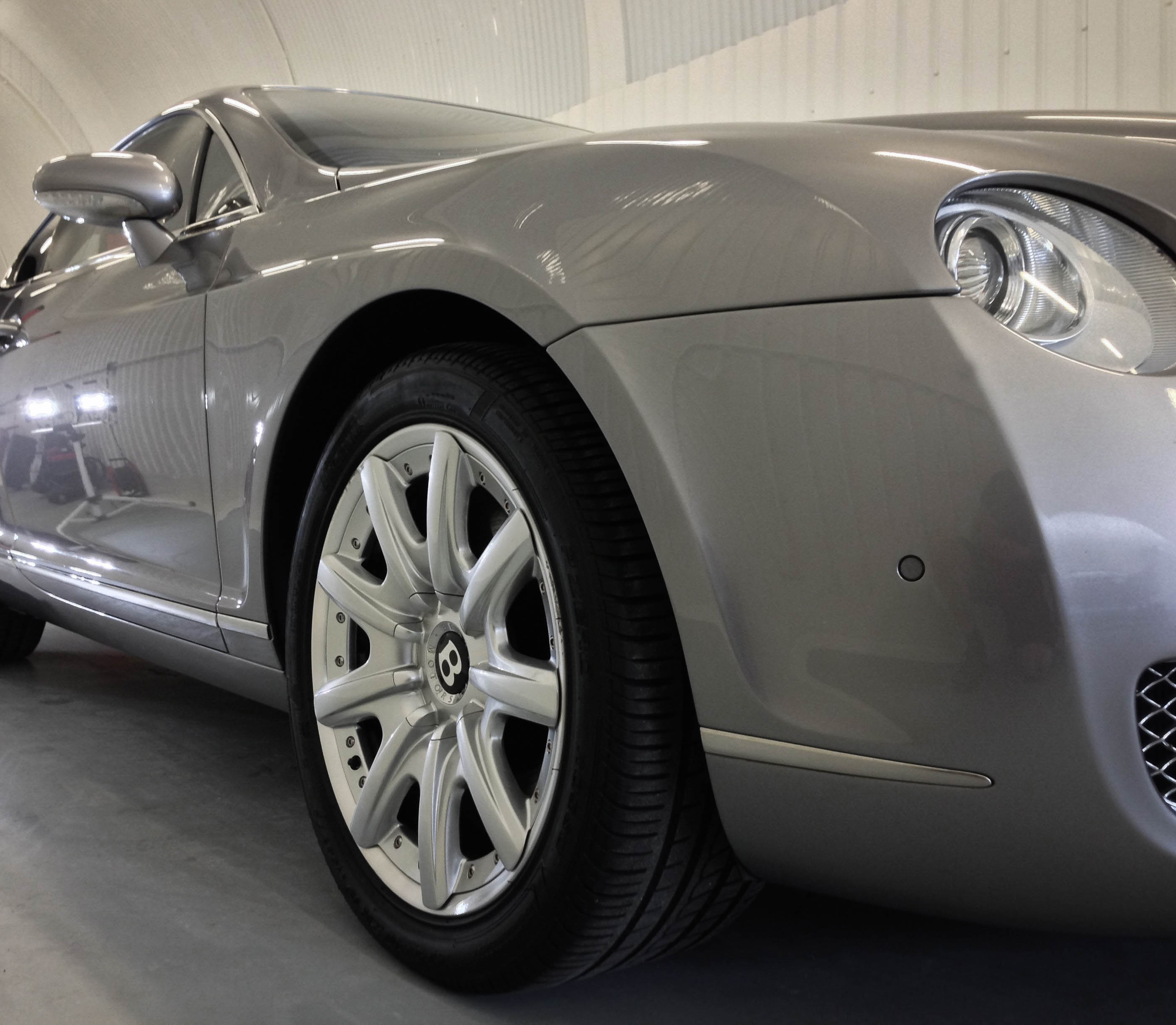 Bentley Continental 2 Door – Front wheel