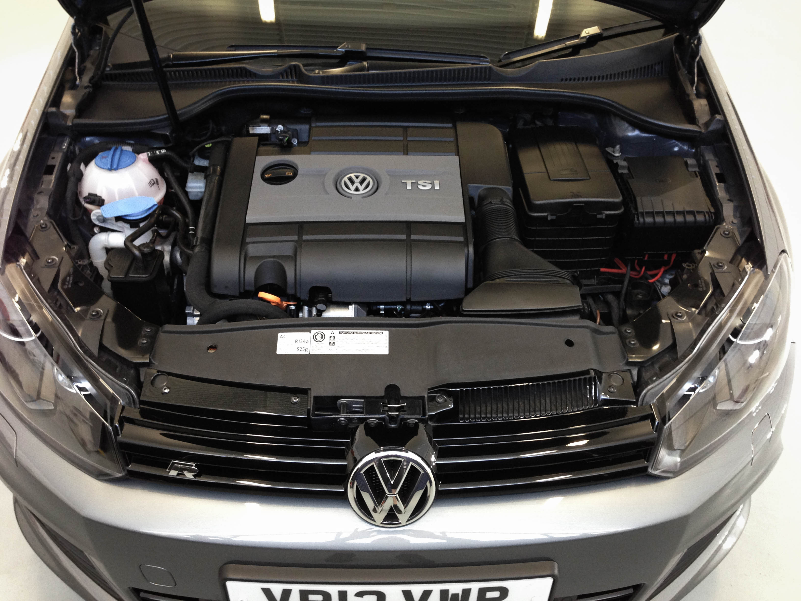 VW-Golf-R-engine