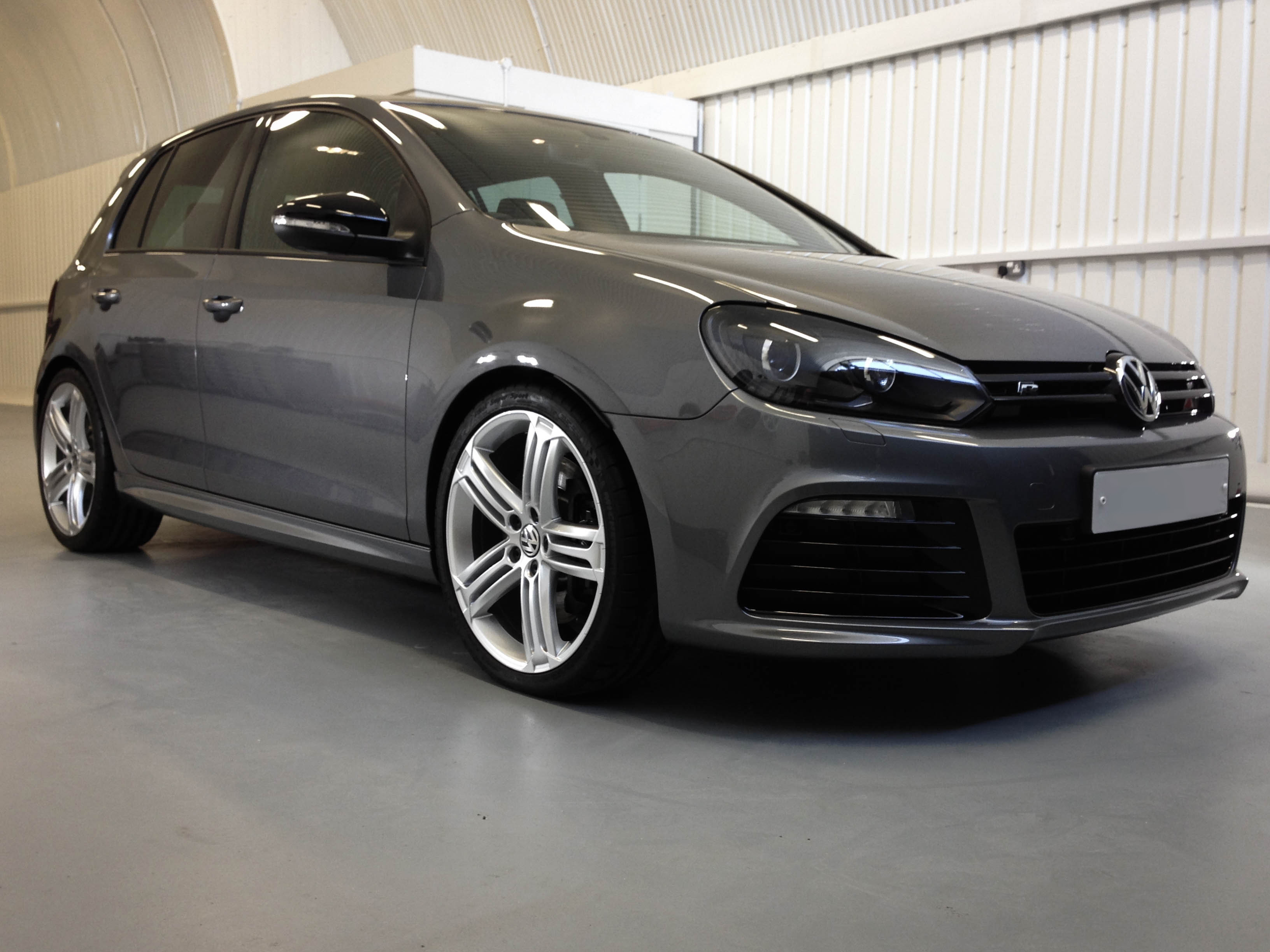VW-Golf-R-frontright