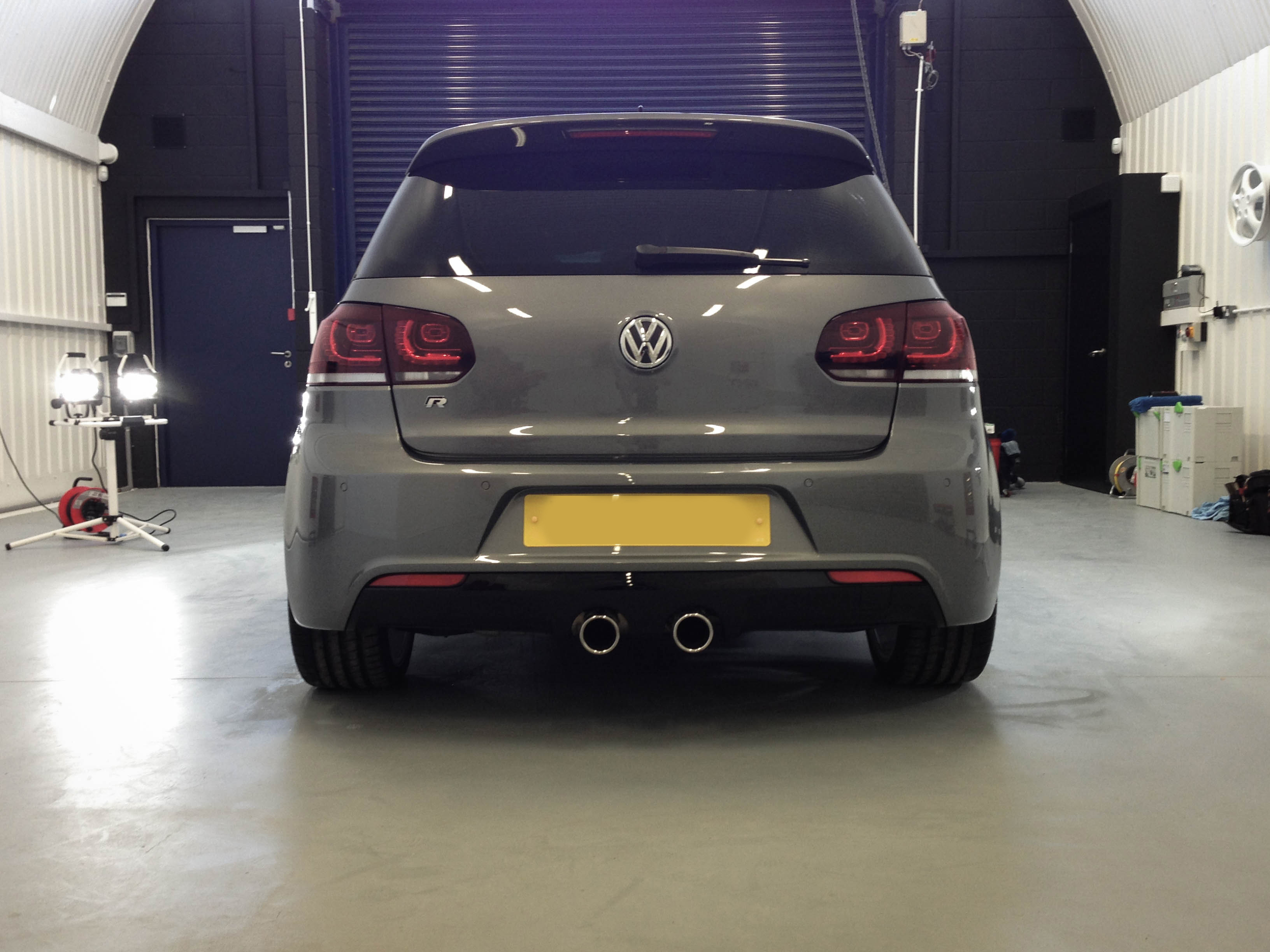 VW-Golf-R-rear