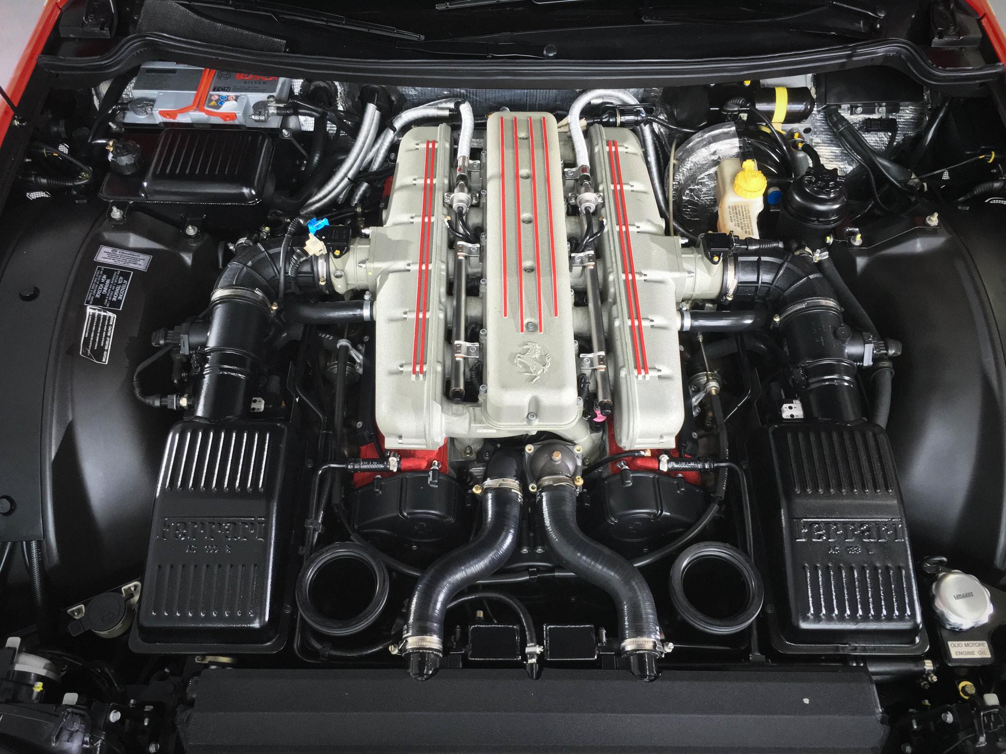 Ferrari_550_Maranello-engine