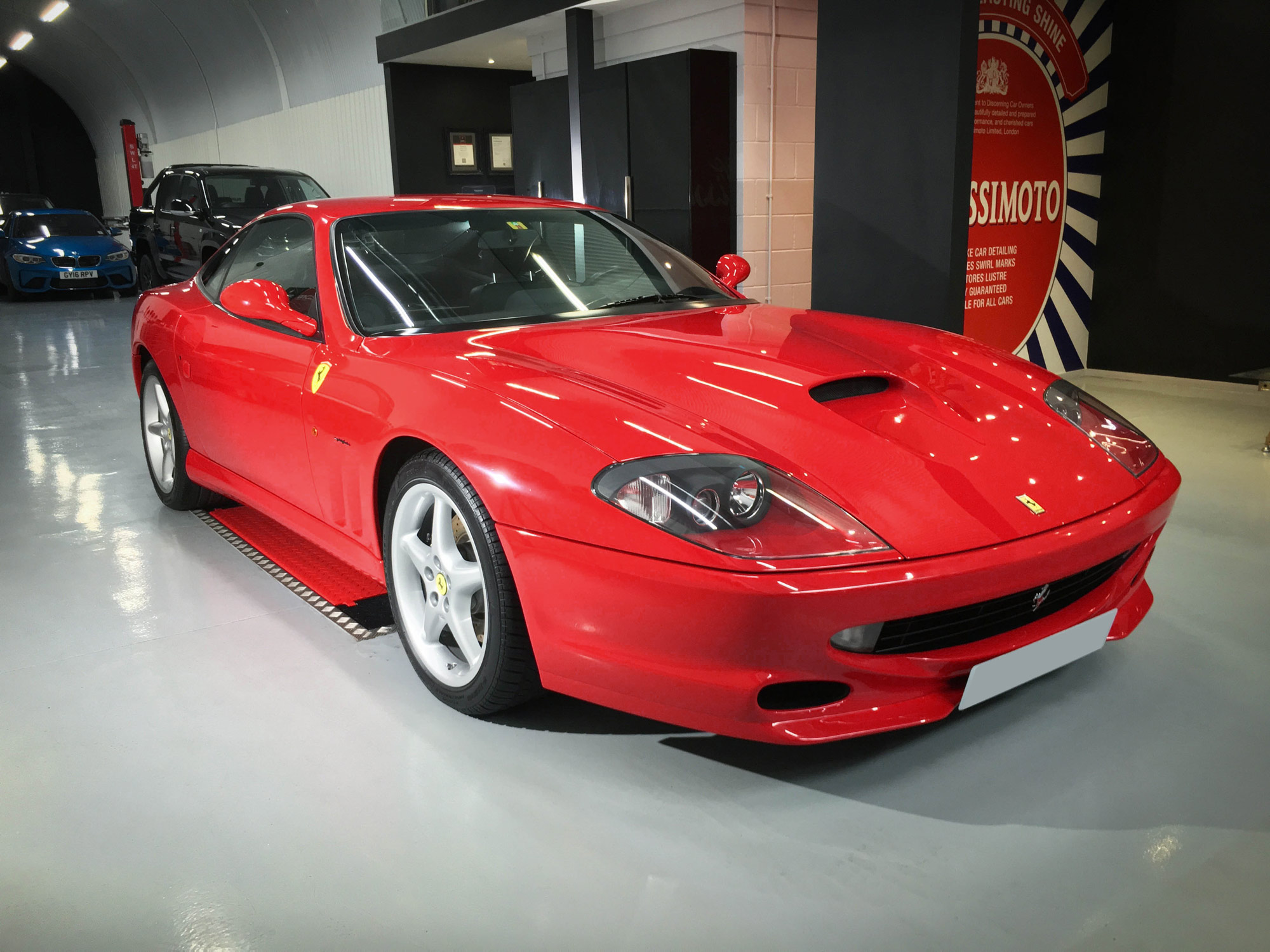 Ferrari_550_Maranello-front-drivers