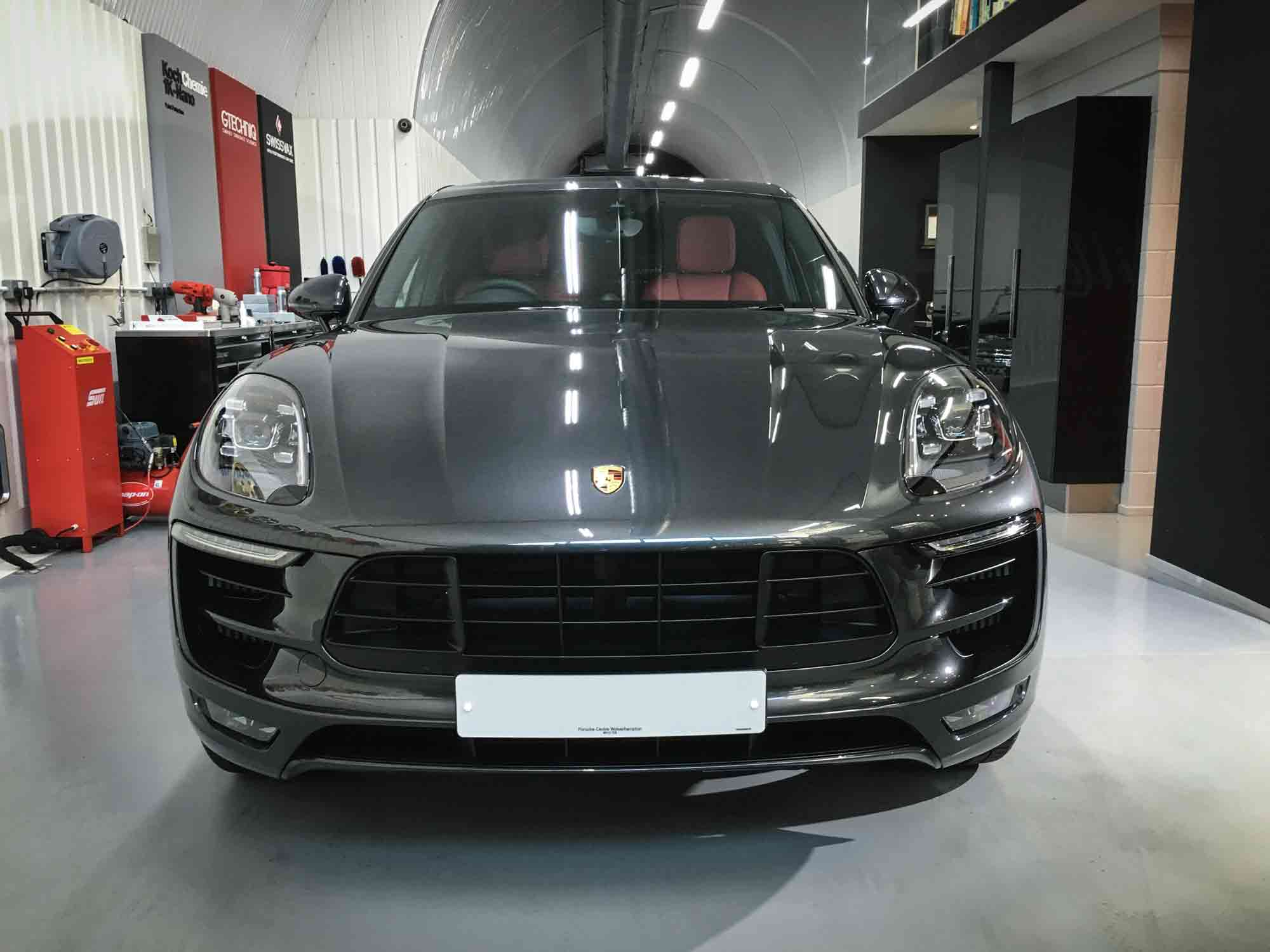 Porsche_Macan_GTS-head-on