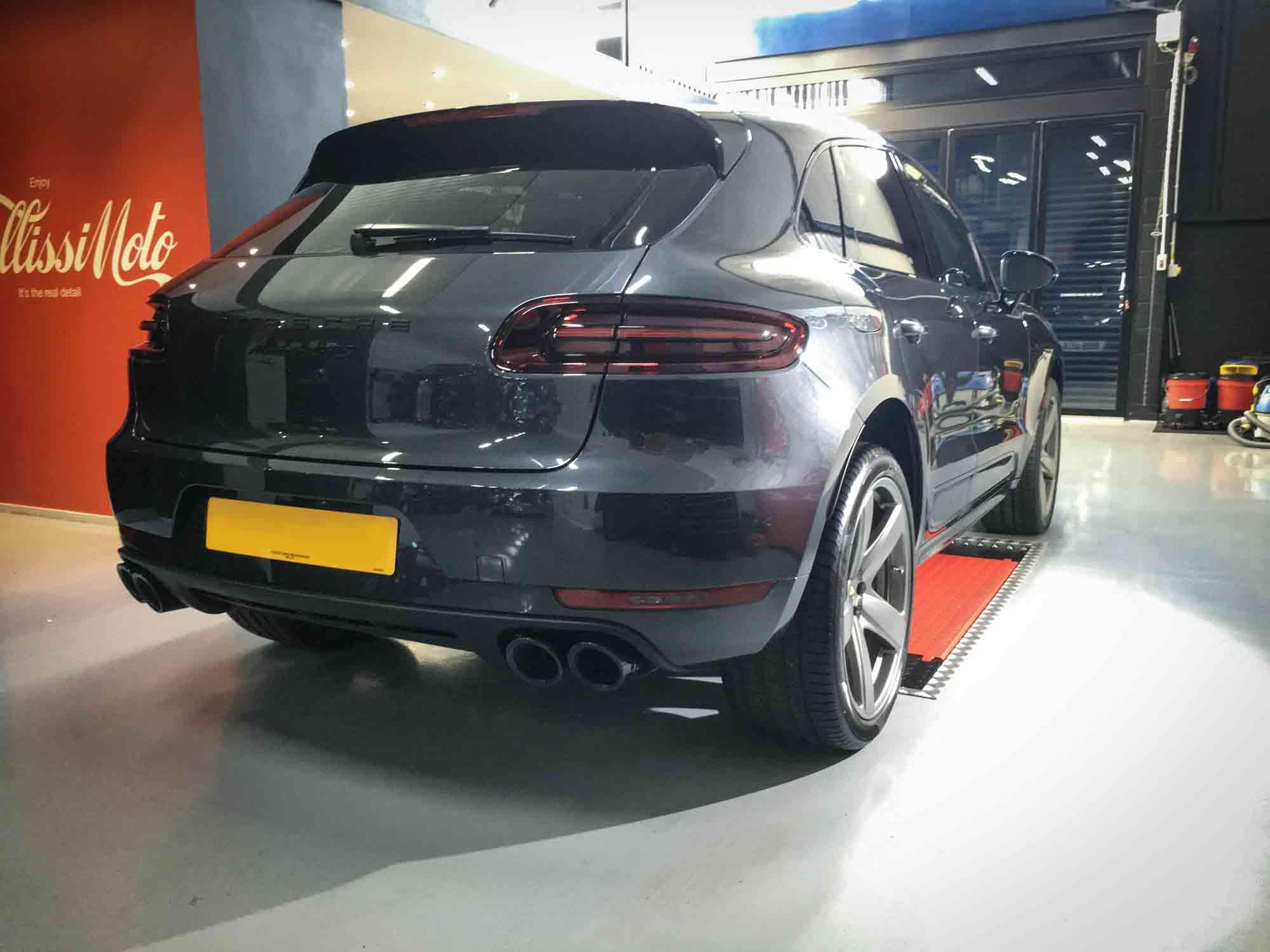 Porsche_Macan_GTS-rear-drivers