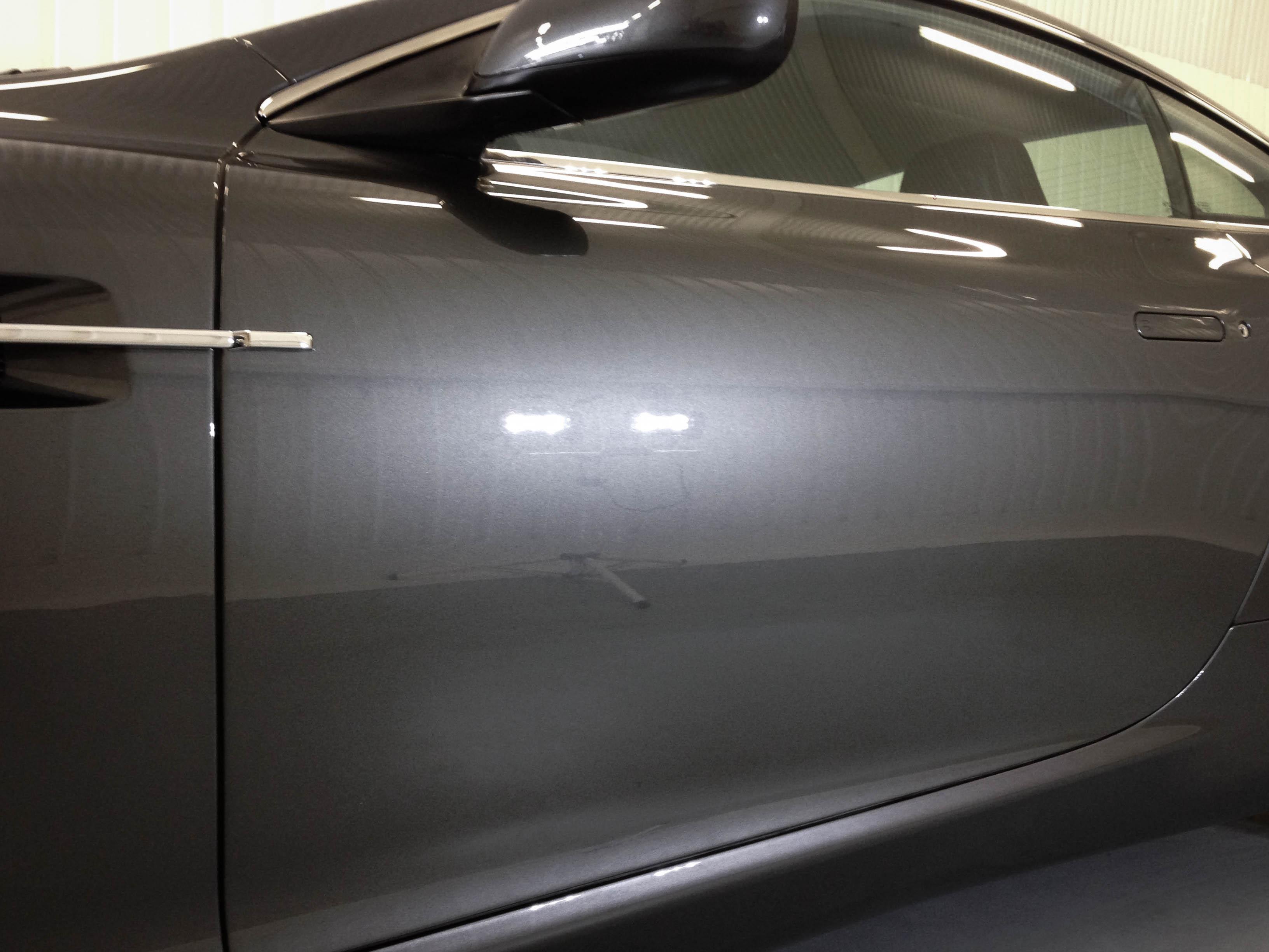 Aston Martin DB9 – Door detail