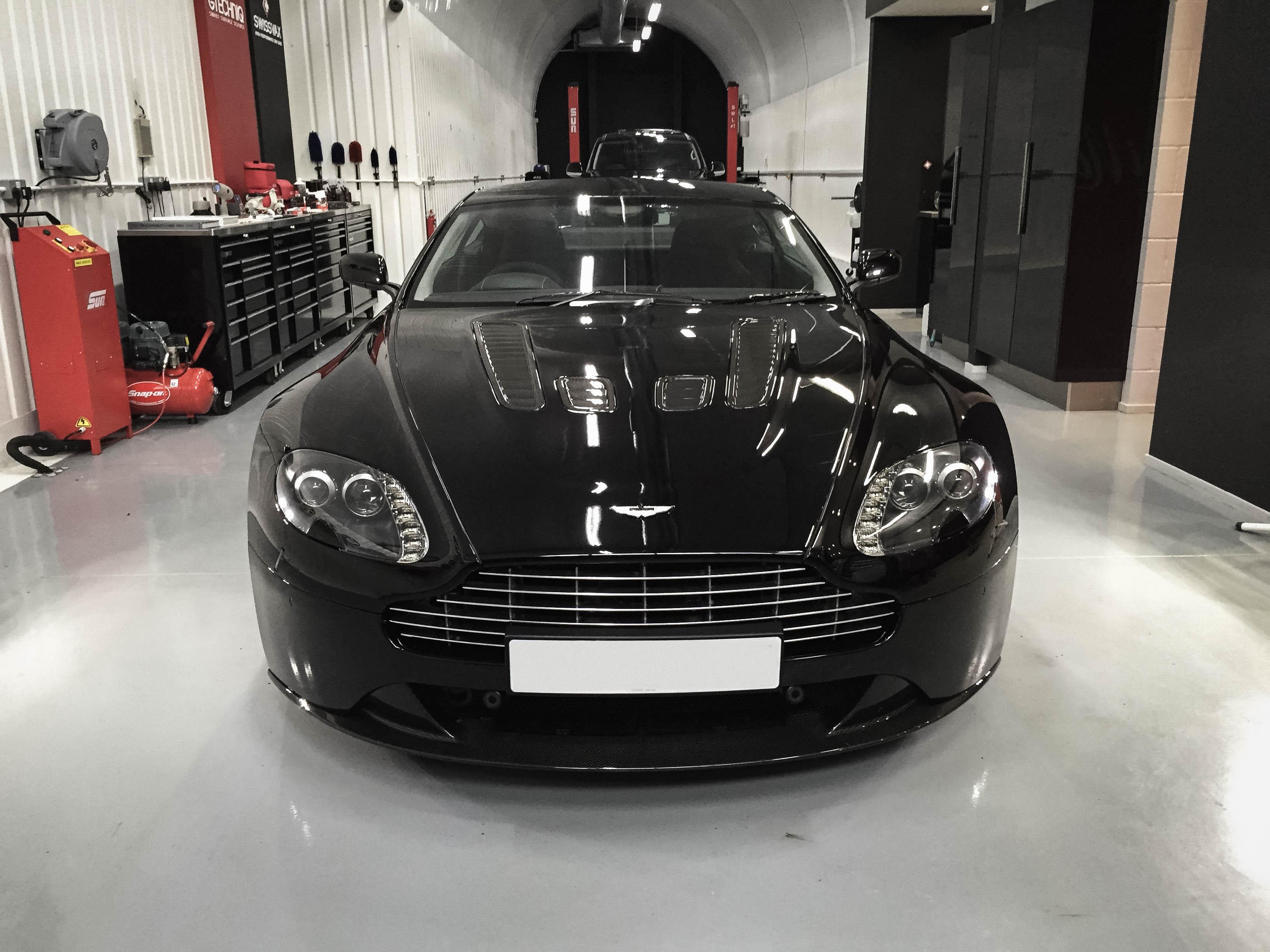 Aston Martin-Vantage –Head on