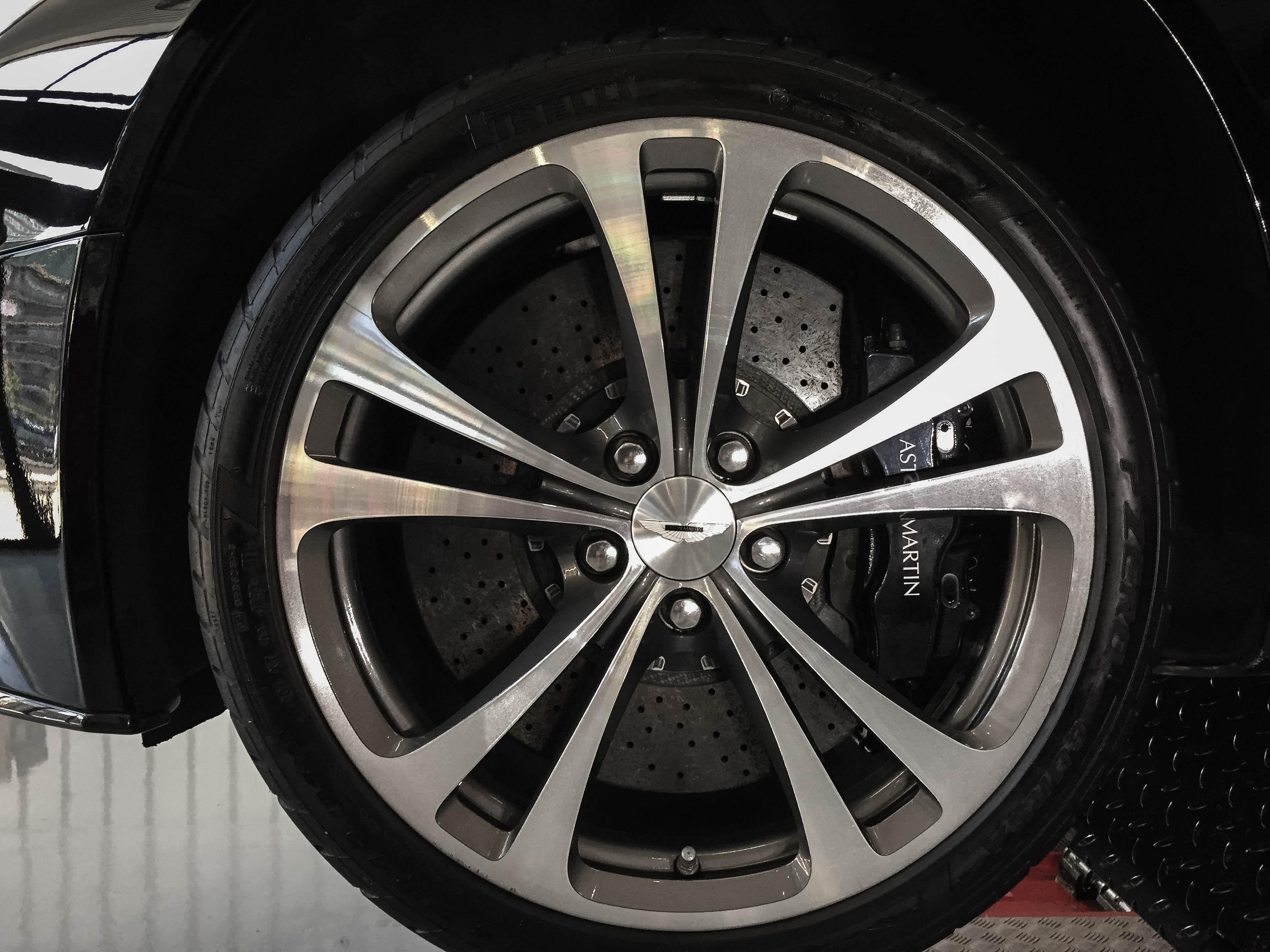 Aston Martin Vantage –Wheel