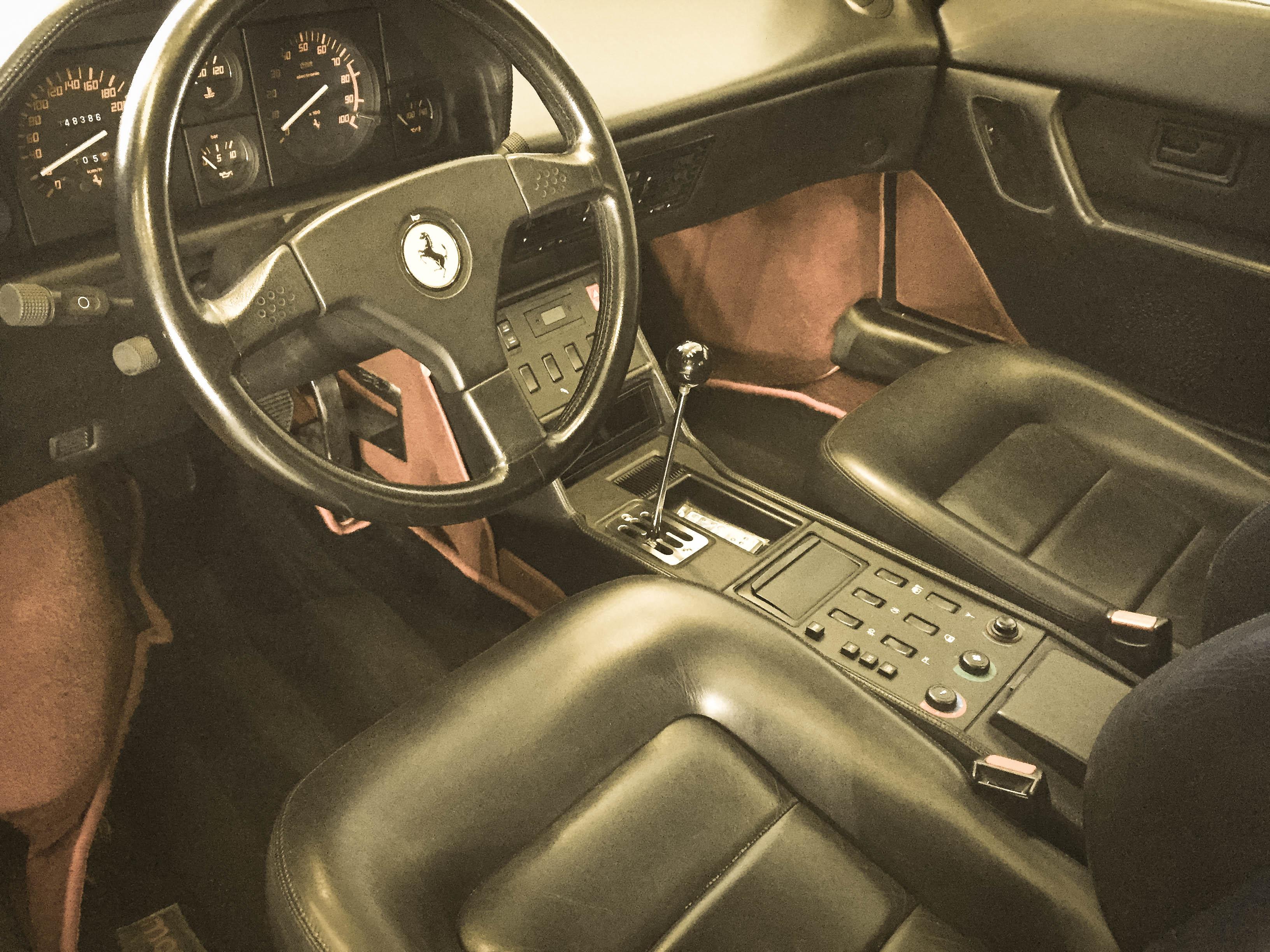 Ferrari Mondial T – Interior