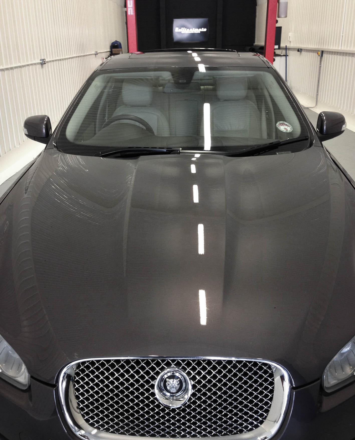 Jaguar XF – Bonnet