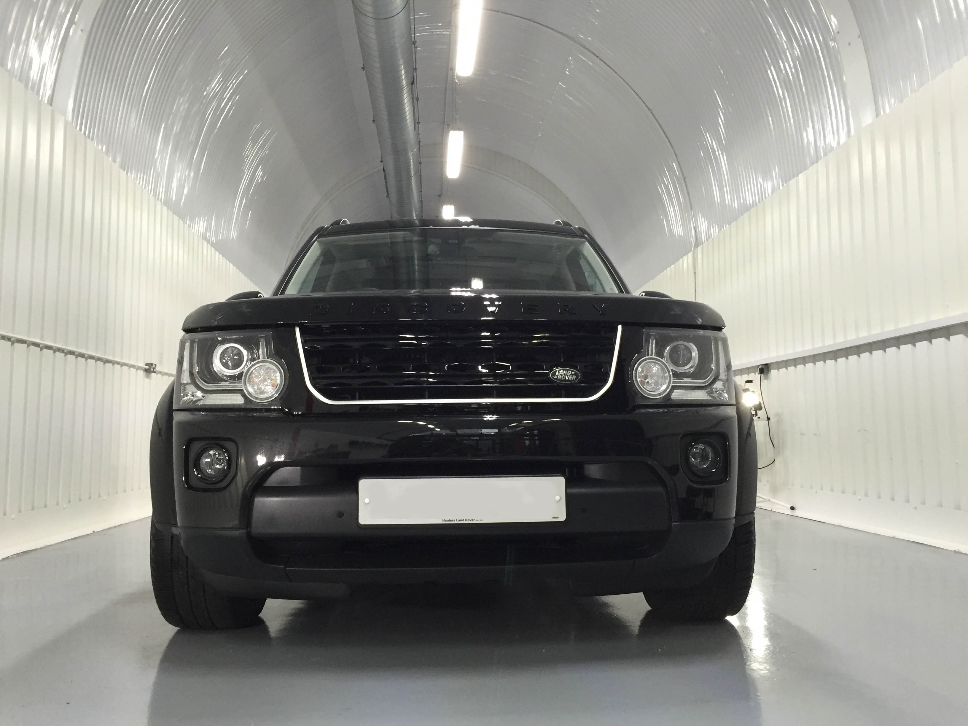 Land Rover Discovery – Head on
