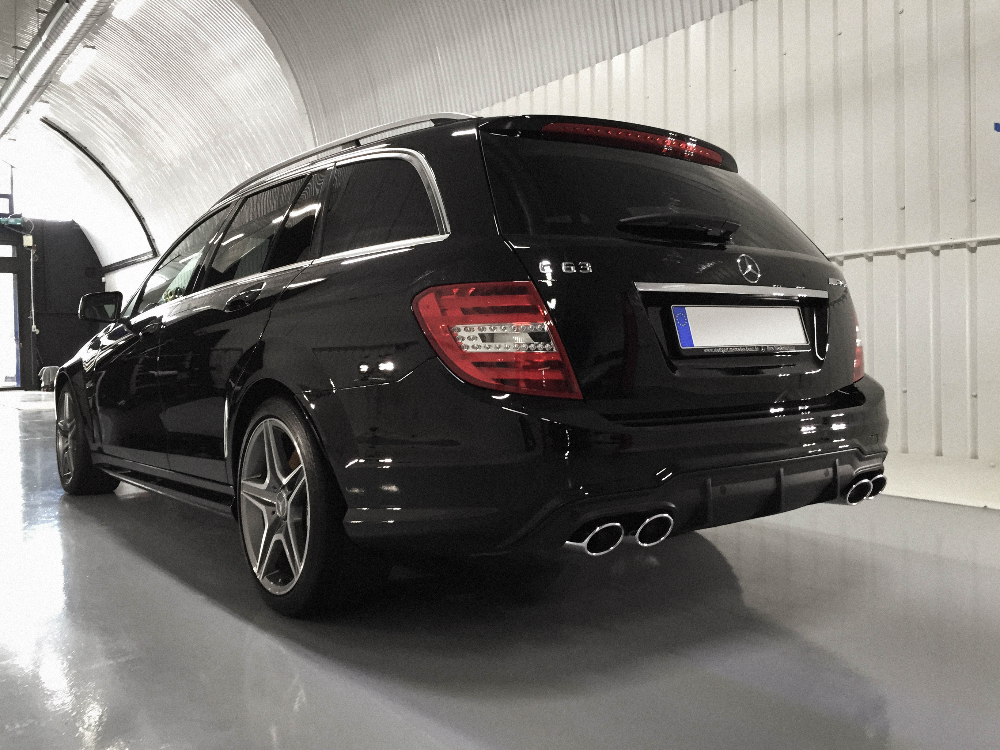 Mercedes C63 Touring –Rear view