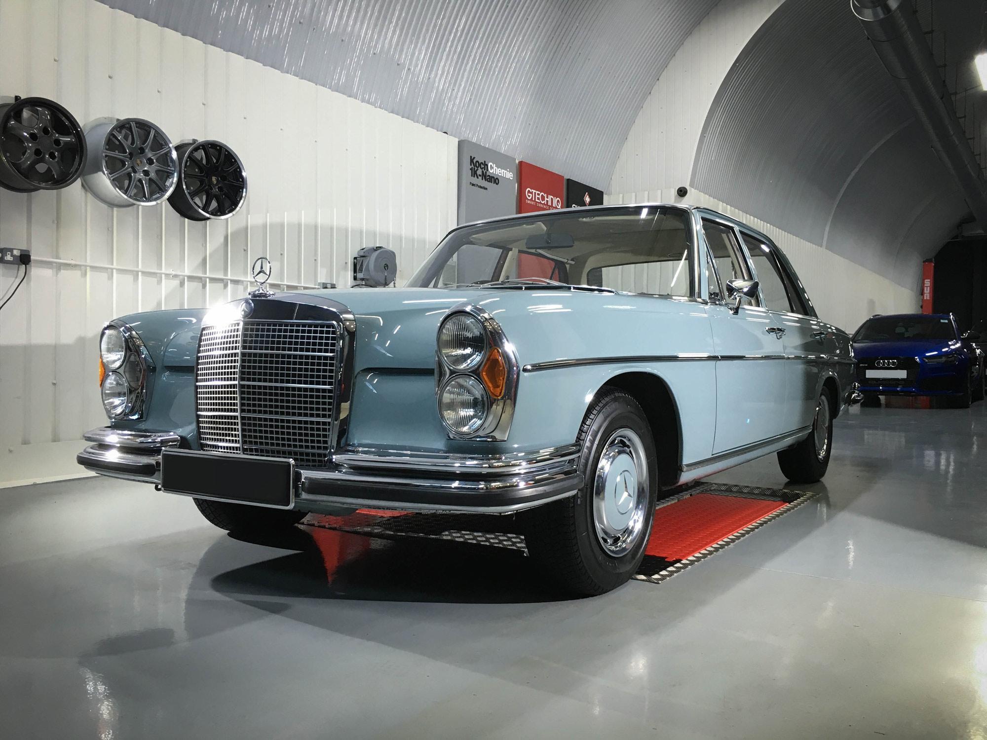 Mercedes_280se-front-passengers-side