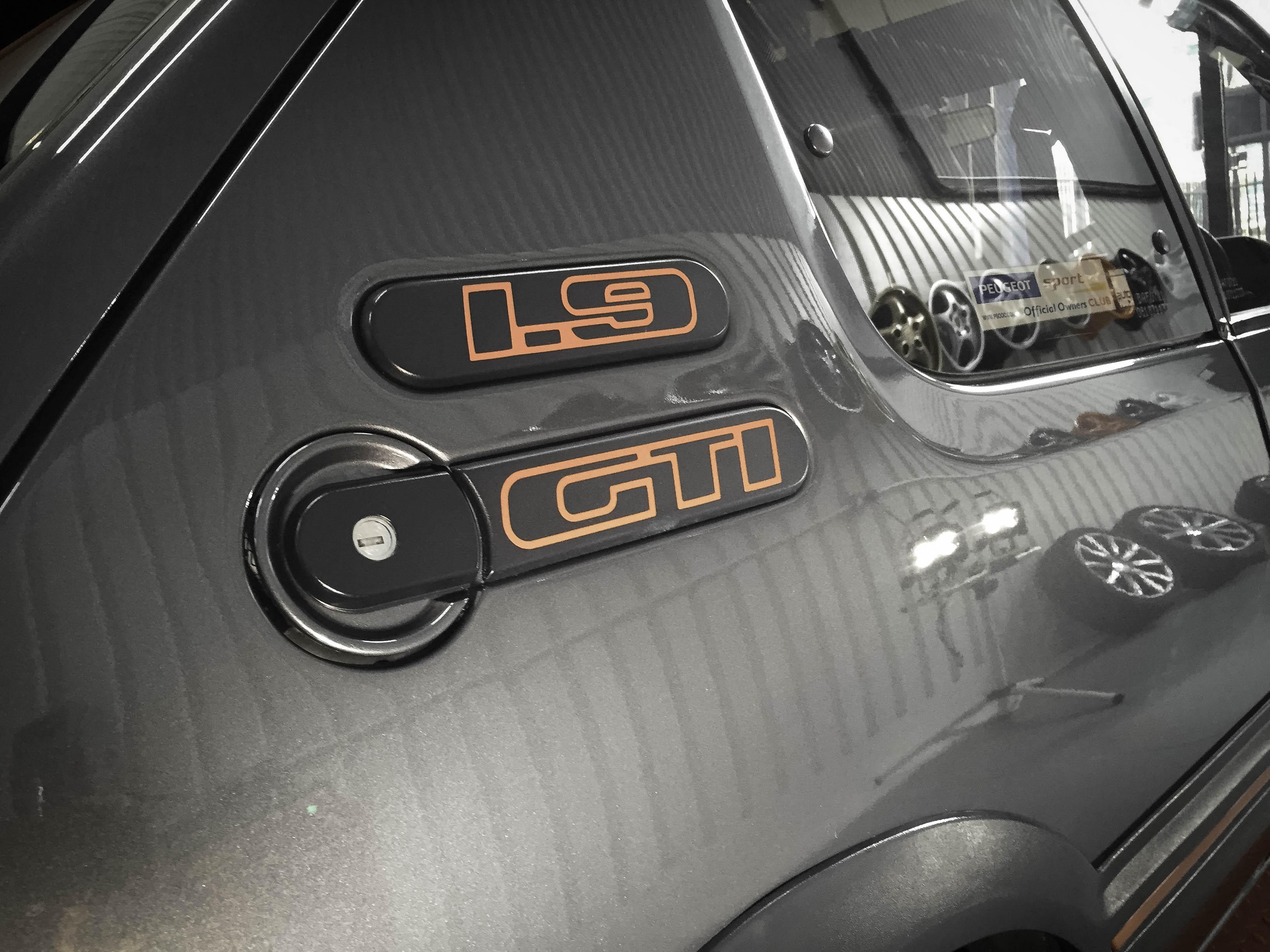 Peugot 1.9 GTi – Badges