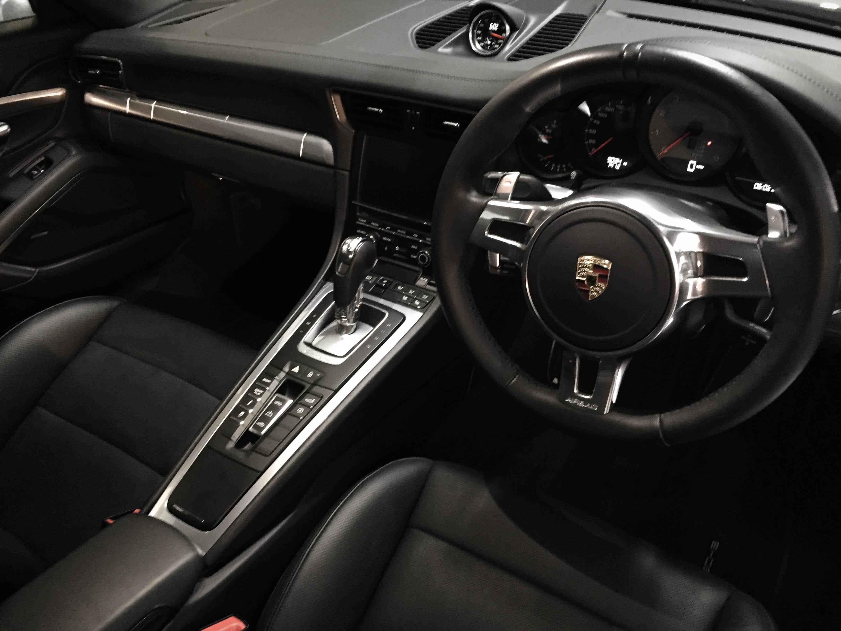 Porsche 911 Carrera – Interior