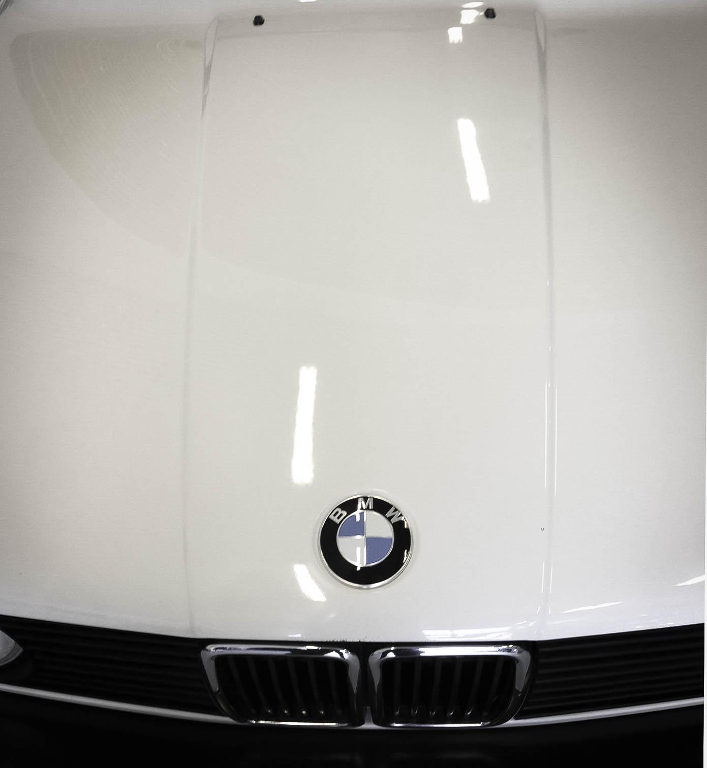 BMW 320i – Bonnet