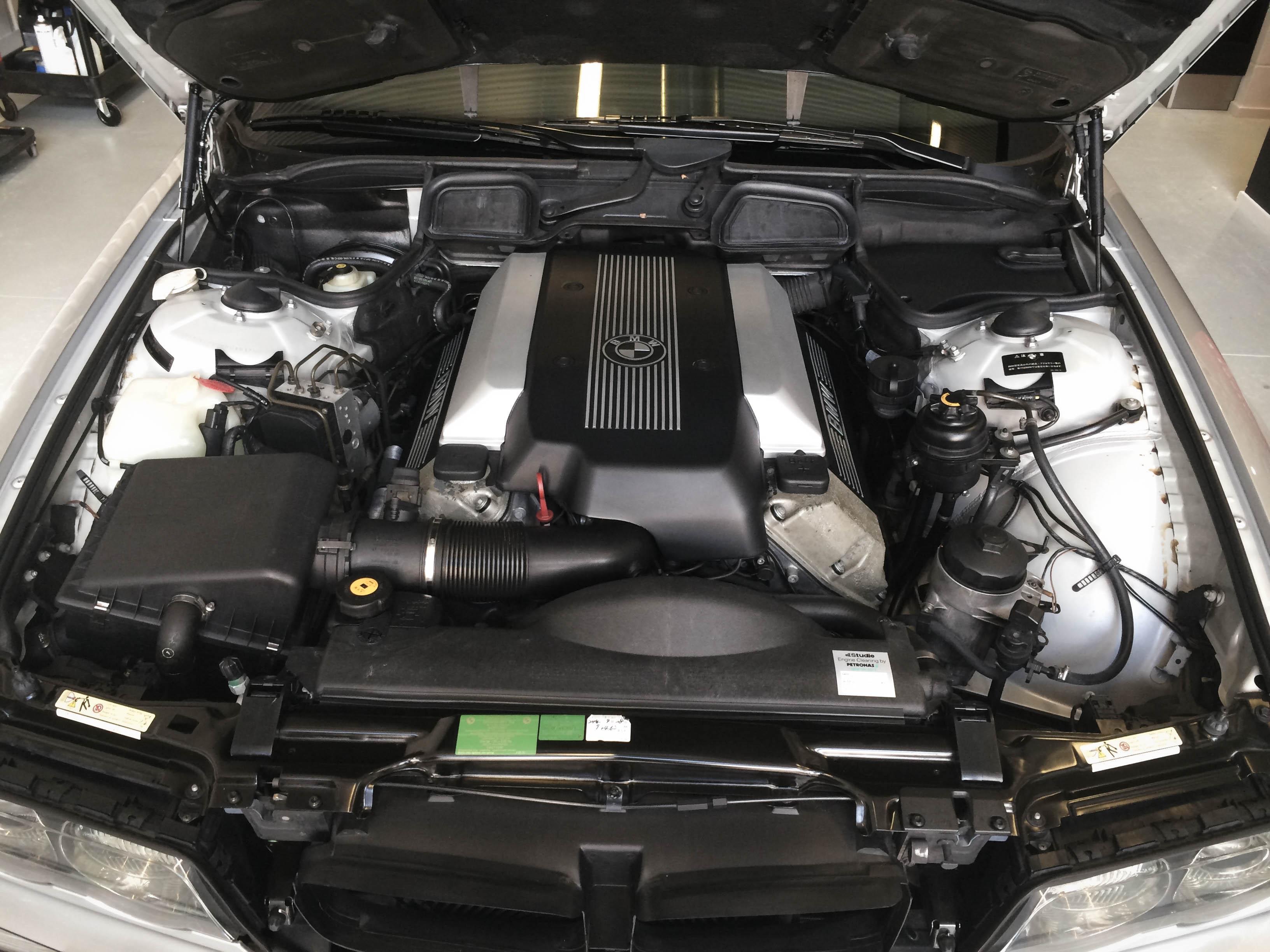 BMW 740i – Engine