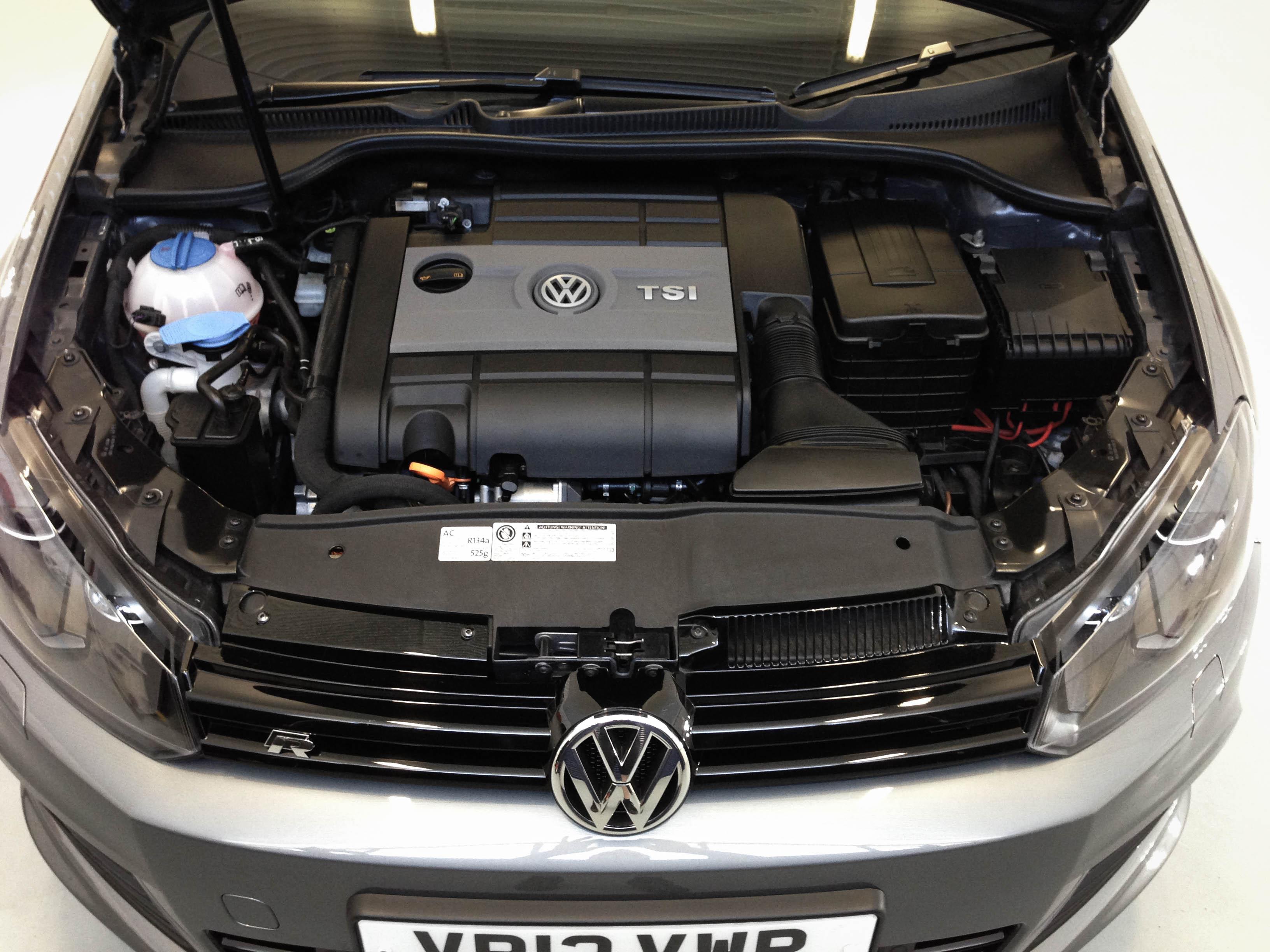 VW-Golf-R-engine