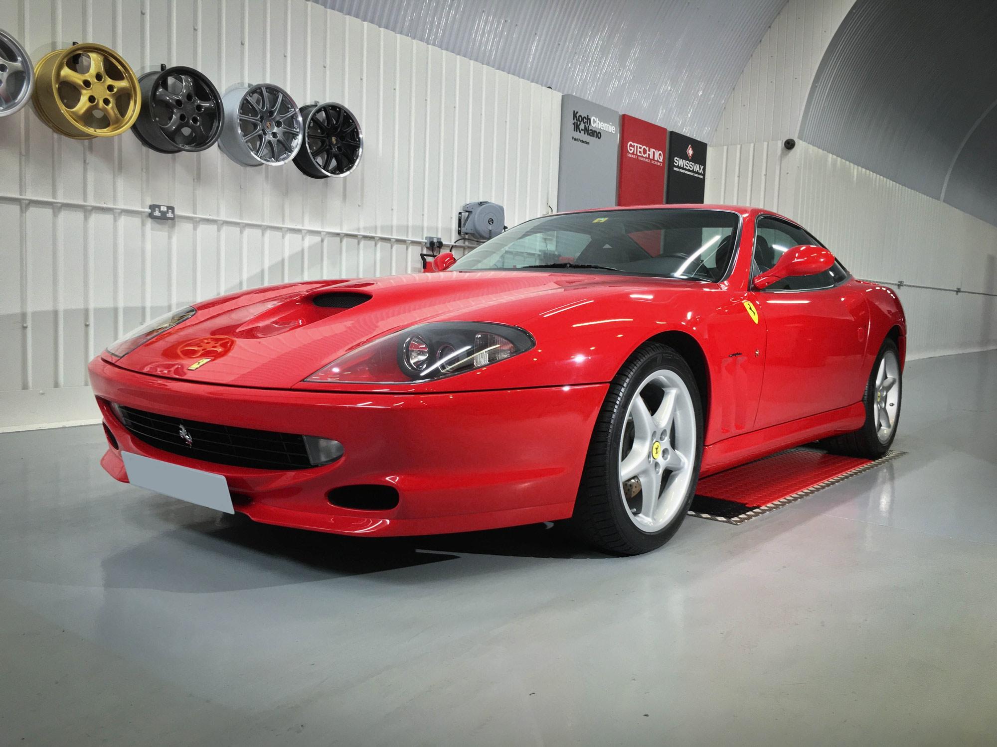 Ferrari_550_Maranello-front-passenger