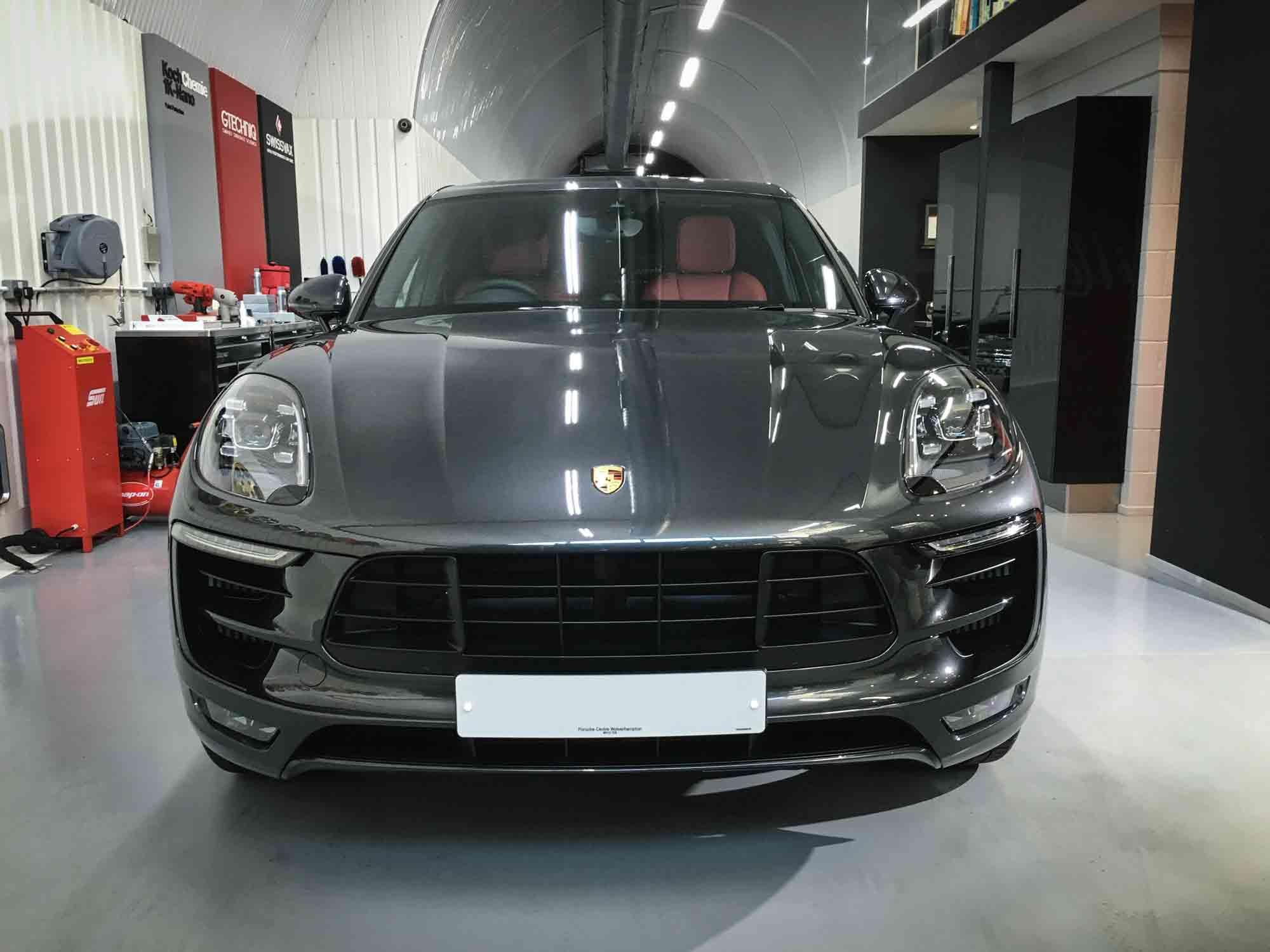 Porsche_Macan_GTS-head-on