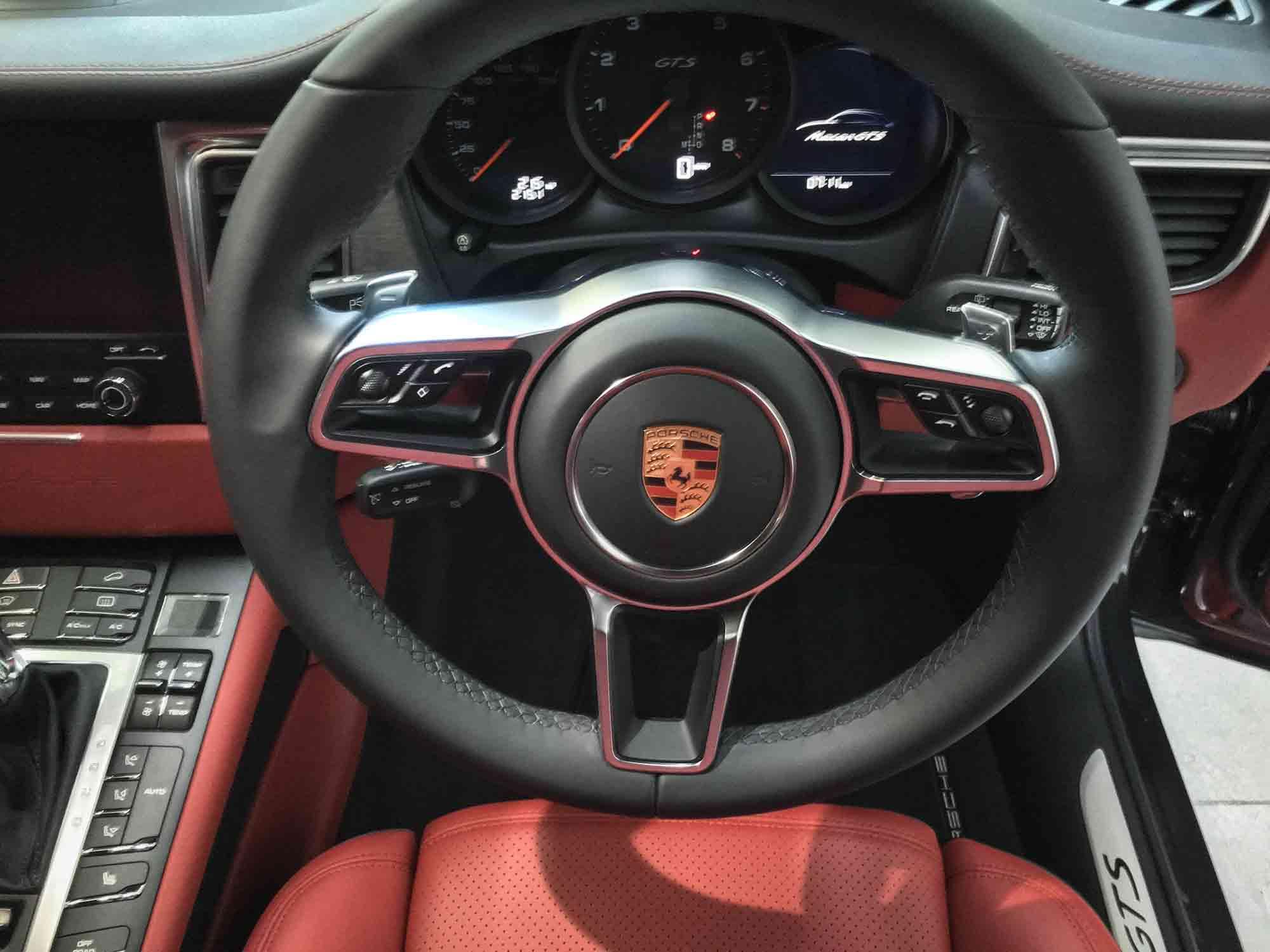 Porsche_Macan_GTS-interior