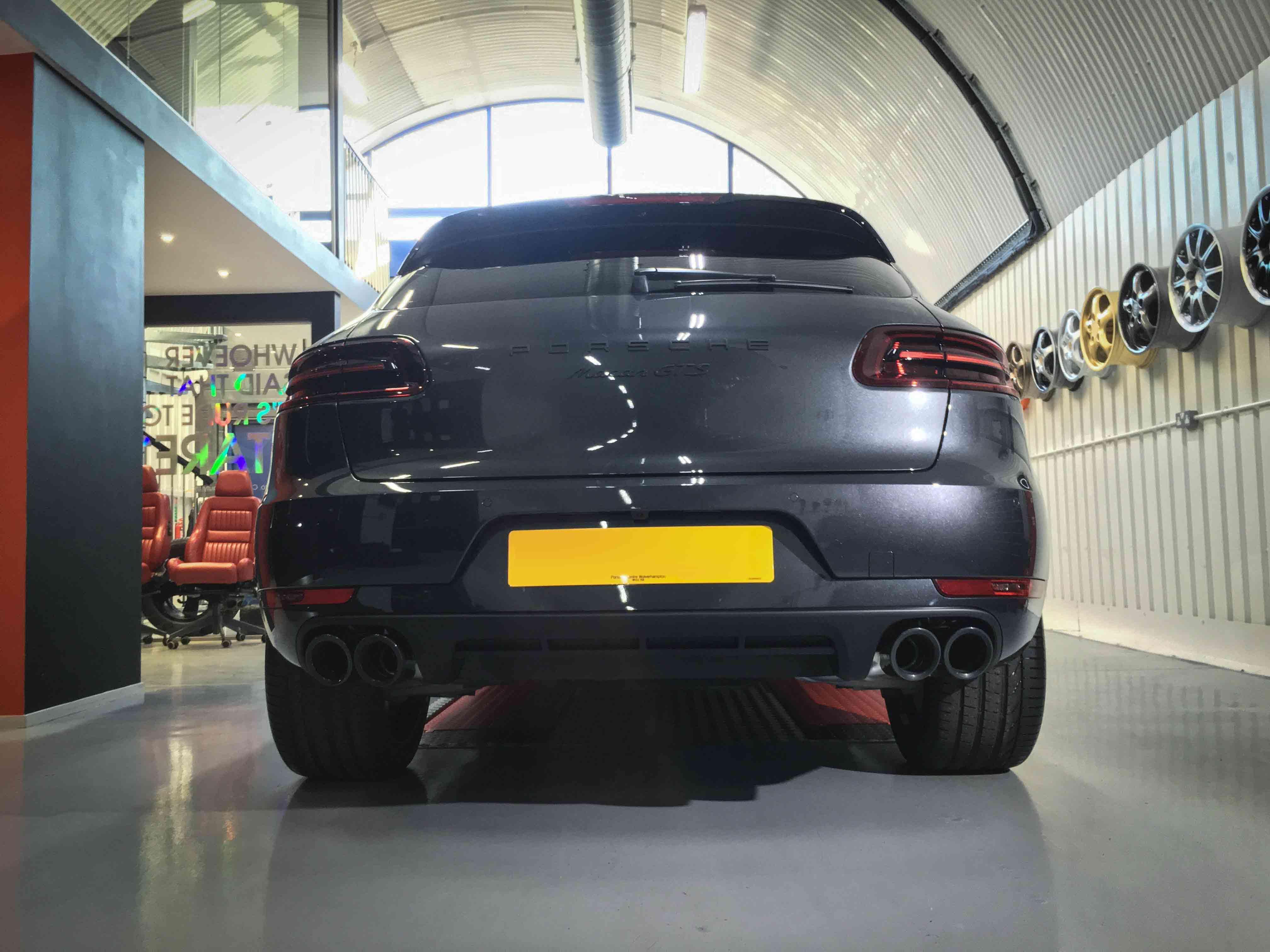 Porsche_Macan_GTS-rear