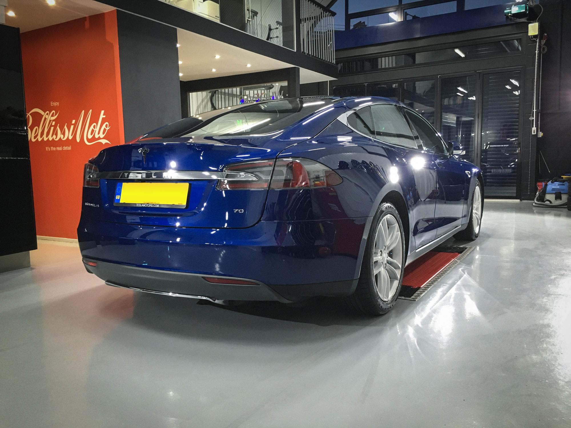 Tesla_Model_S-rear-drivers